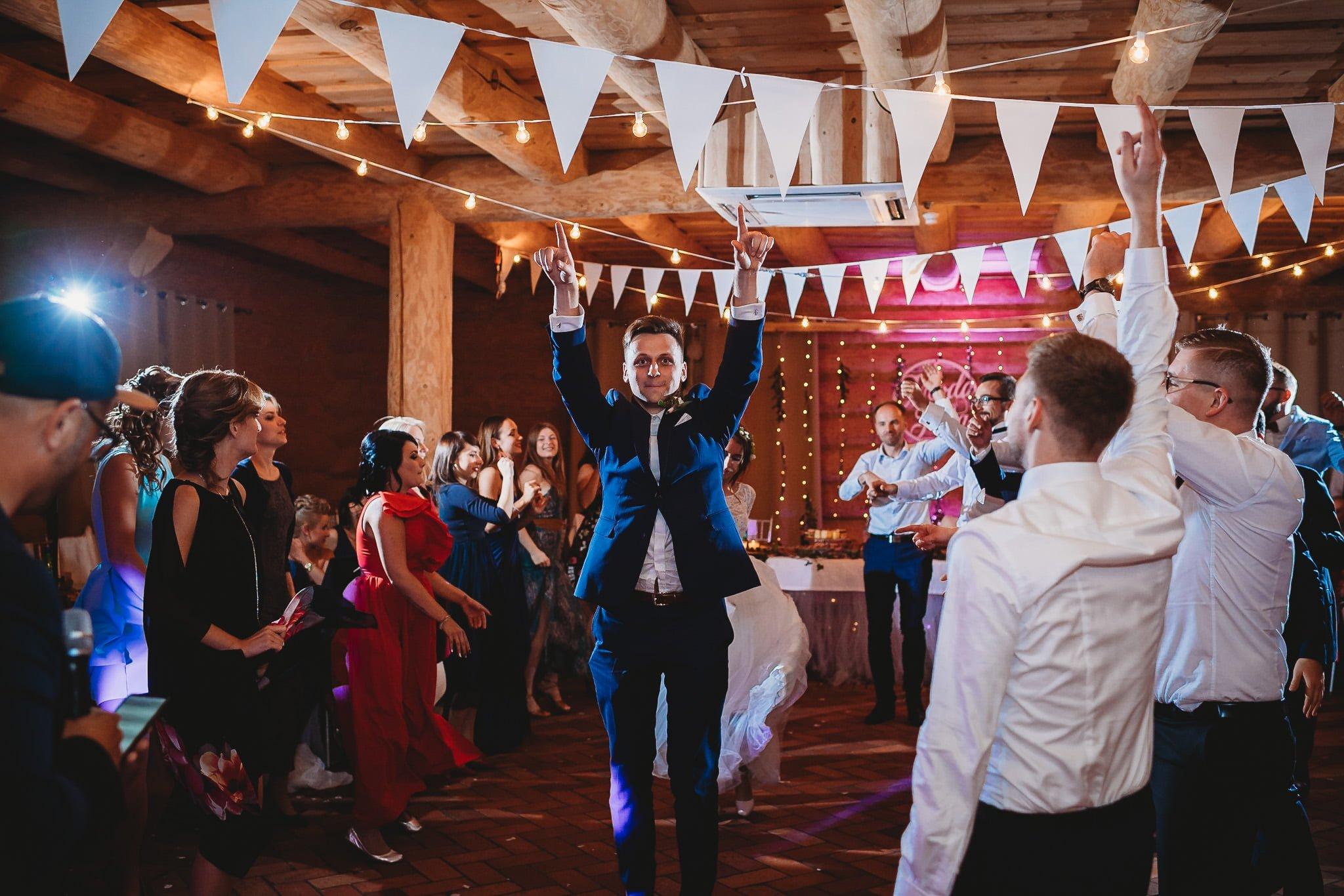Fantastyczny ślub w stylu rustykalnym, wesele w Kapitańskiej  fotograf ślubny Konin 490
