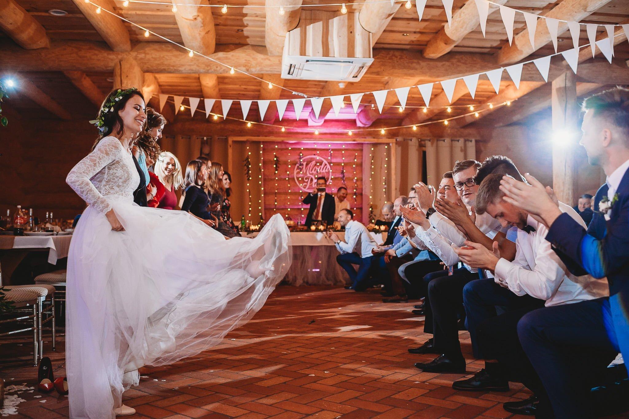 Fantastyczny ślub w stylu rustykalnym, wesele w Kapitańskiej  fotograf ślubny Konin 492