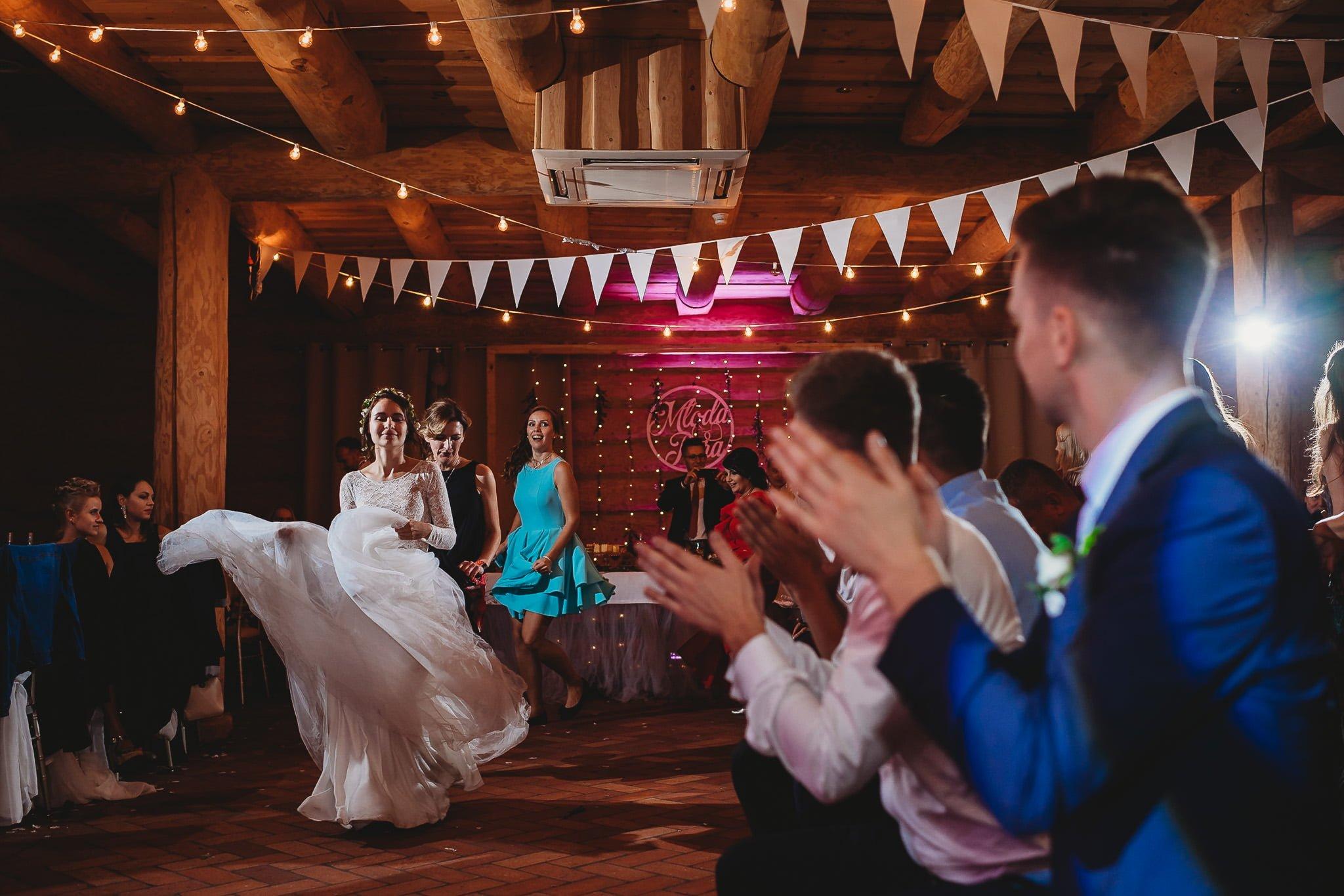Fantastyczny ślub w stylu rustykalnym, wesele w Kapitańskiej  fotograf ślubny Konin 494