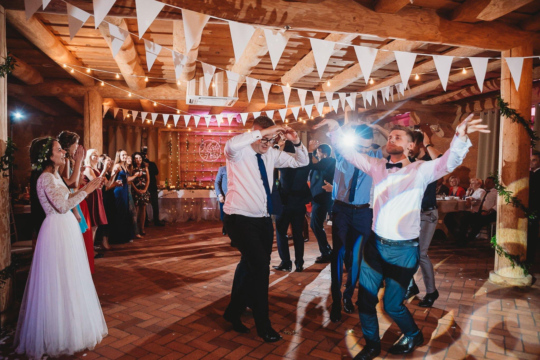 Fantastyczny ślub w stylu rustykalnym, wesele w Kapitańskiej  fotograf ślubny Konin 496