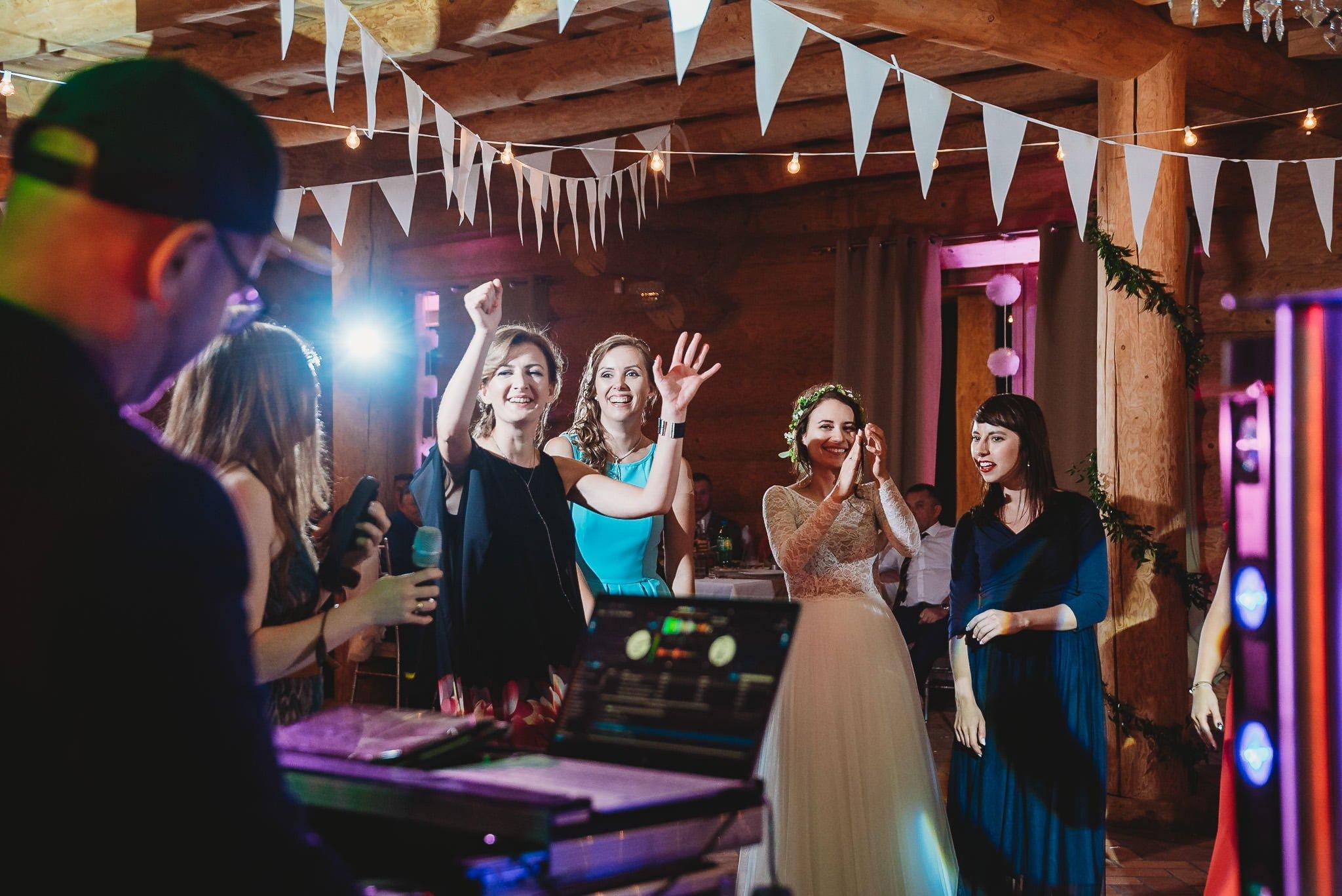 Fantastyczny ślub w stylu rustykalnym, wesele w Kapitańskiej  fotograf ślubny Konin 498