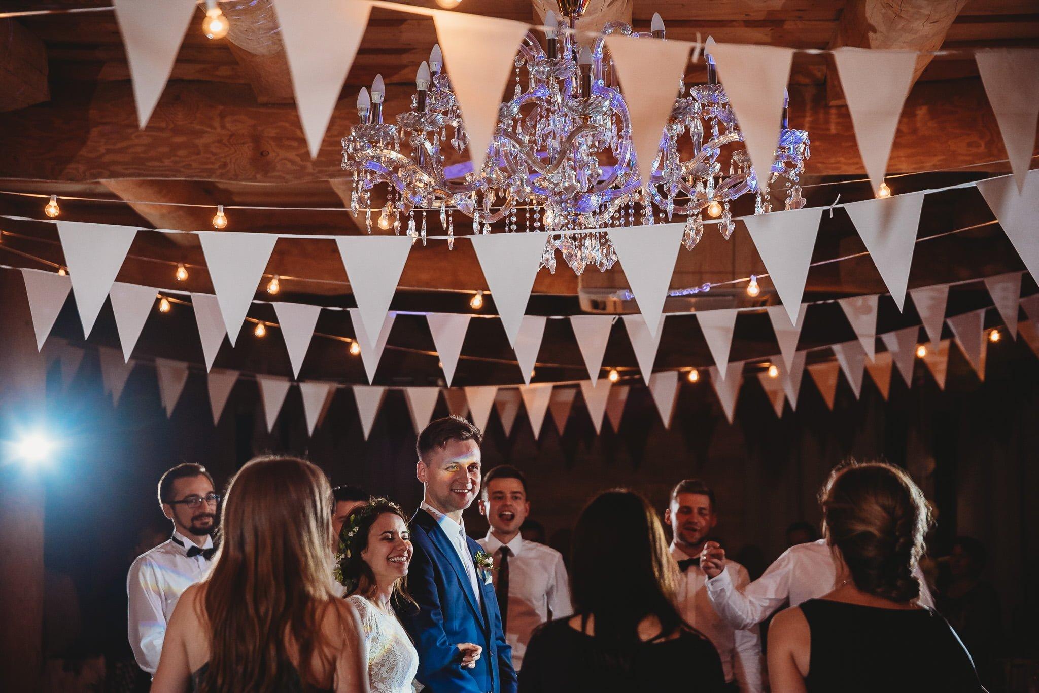 Fantastyczny ślub w stylu rustykalnym, wesele w Kapitańskiej  fotograf ślubny Konin 508