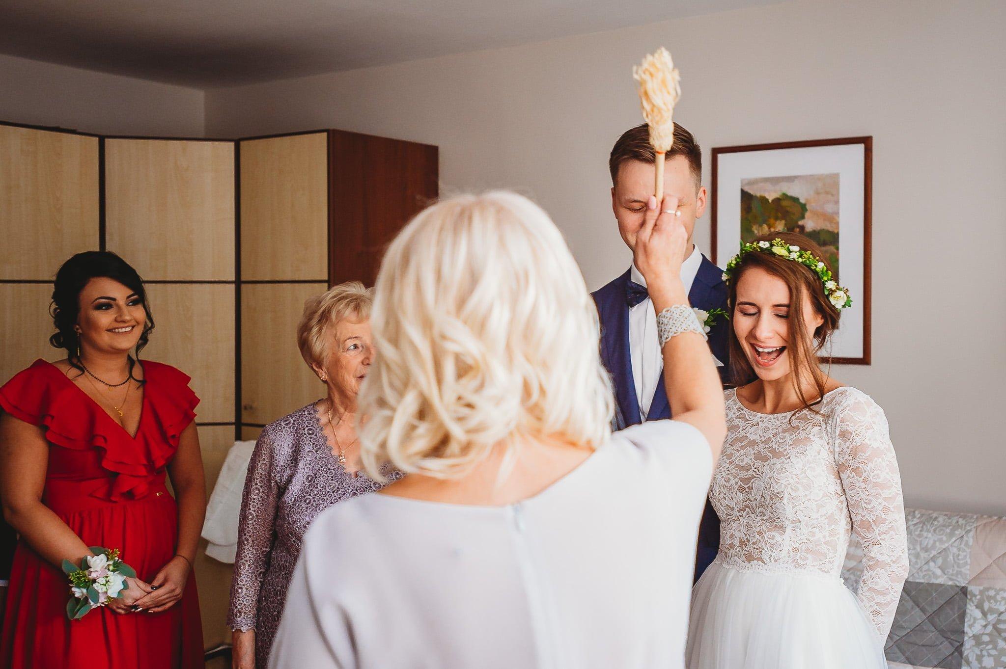 Fantastyczny ślub w stylu rustykalnym, wesele w Kapitańskiej  fotograf ślubny Konin 53