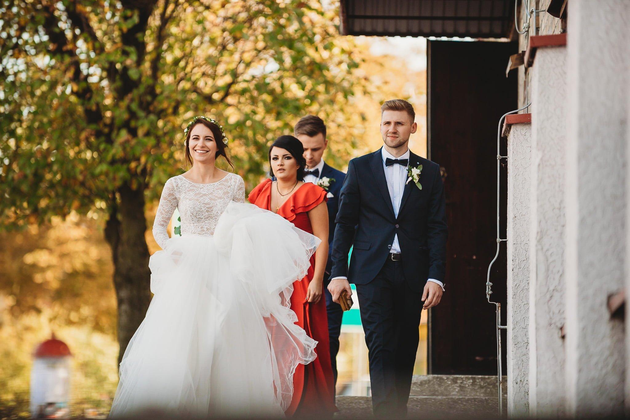 Fantastyczny ślub w stylu rustykalnym, wesele w Kapitańskiej  fotograf ślubny Konin 83