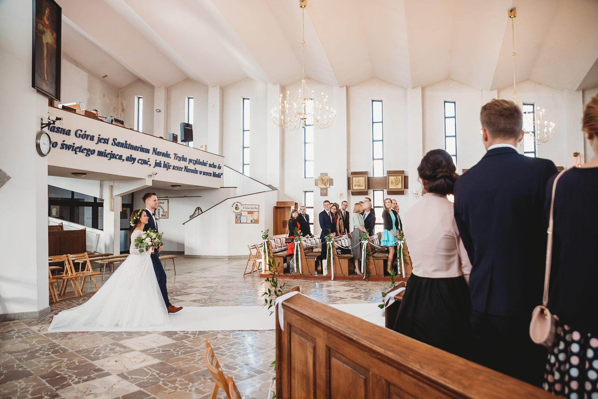 Fantastyczny ślub w stylu rustykalnym, wesele w Kapitańskiej  fotograf ślubny Konin 99