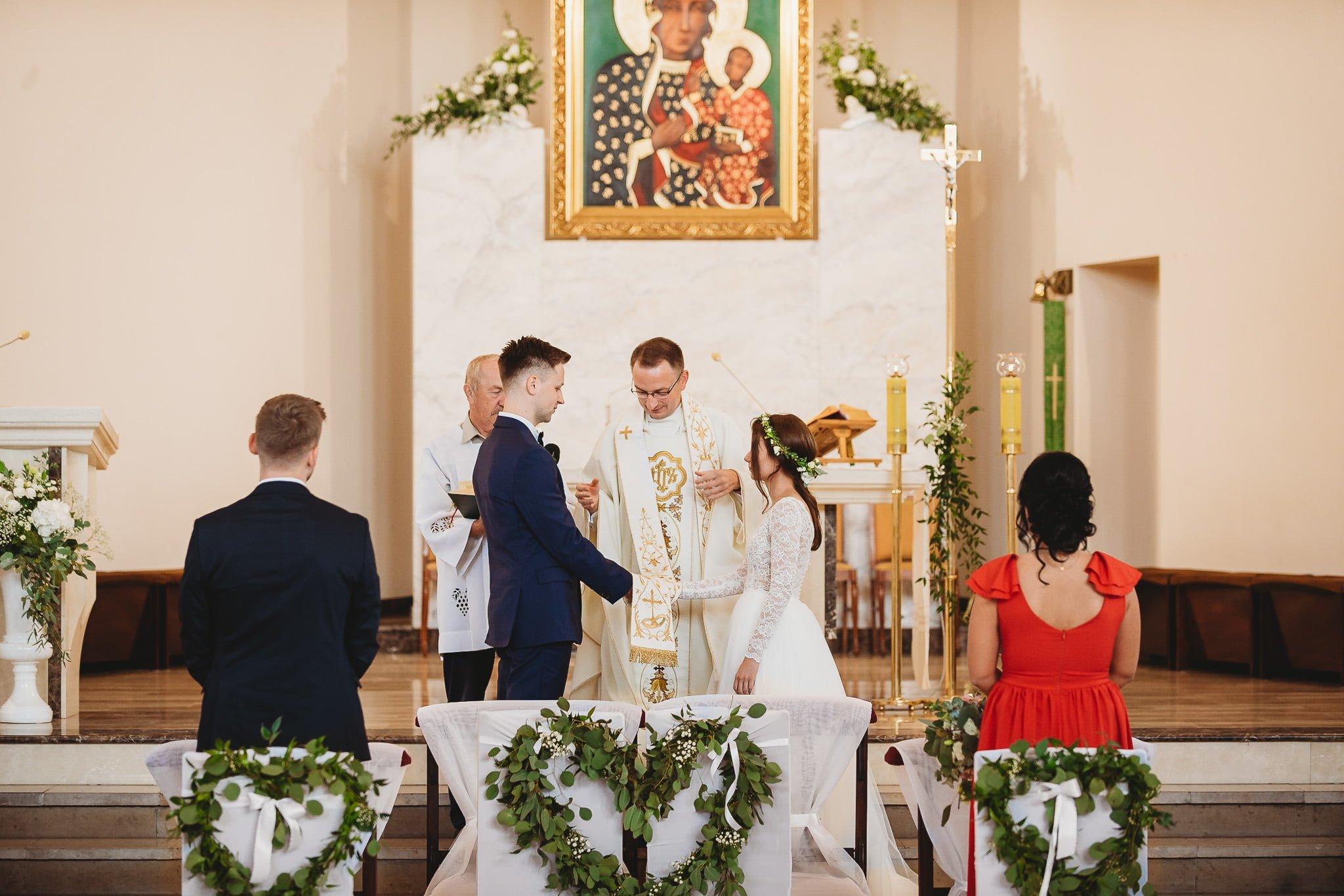 Fantastyczny ślub w stylu rustykalnym, wesele w Kapitańskiej  fotograf ślubny Konin 111