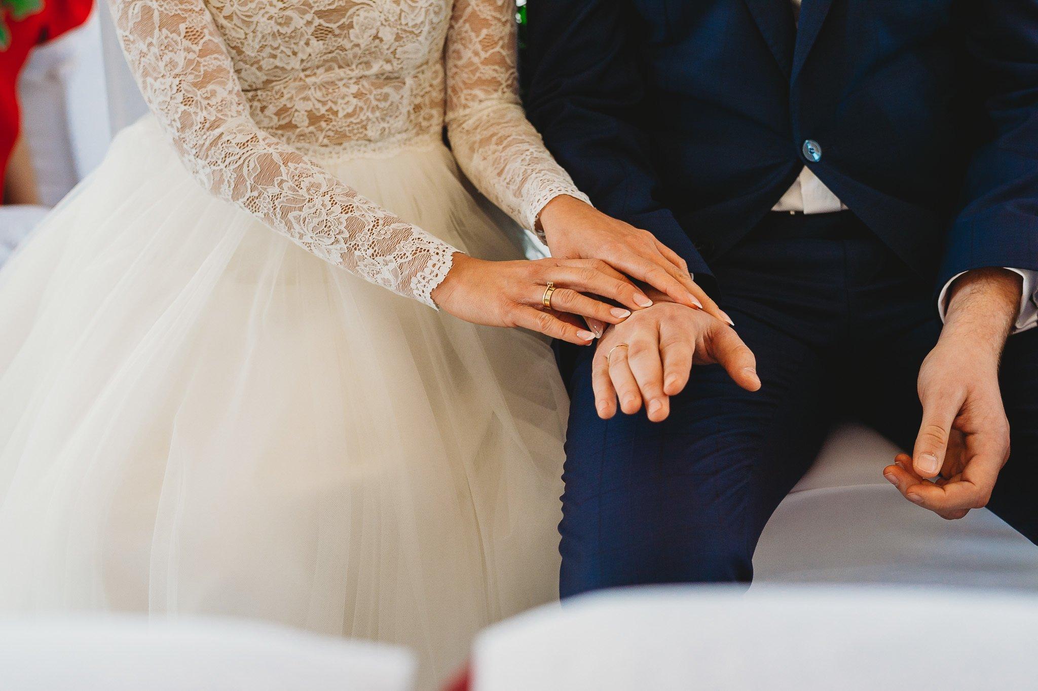 Fantastyczny ślub w stylu rustykalnym, wesele w Kapitańskiej  fotograf ślubny Konin 131