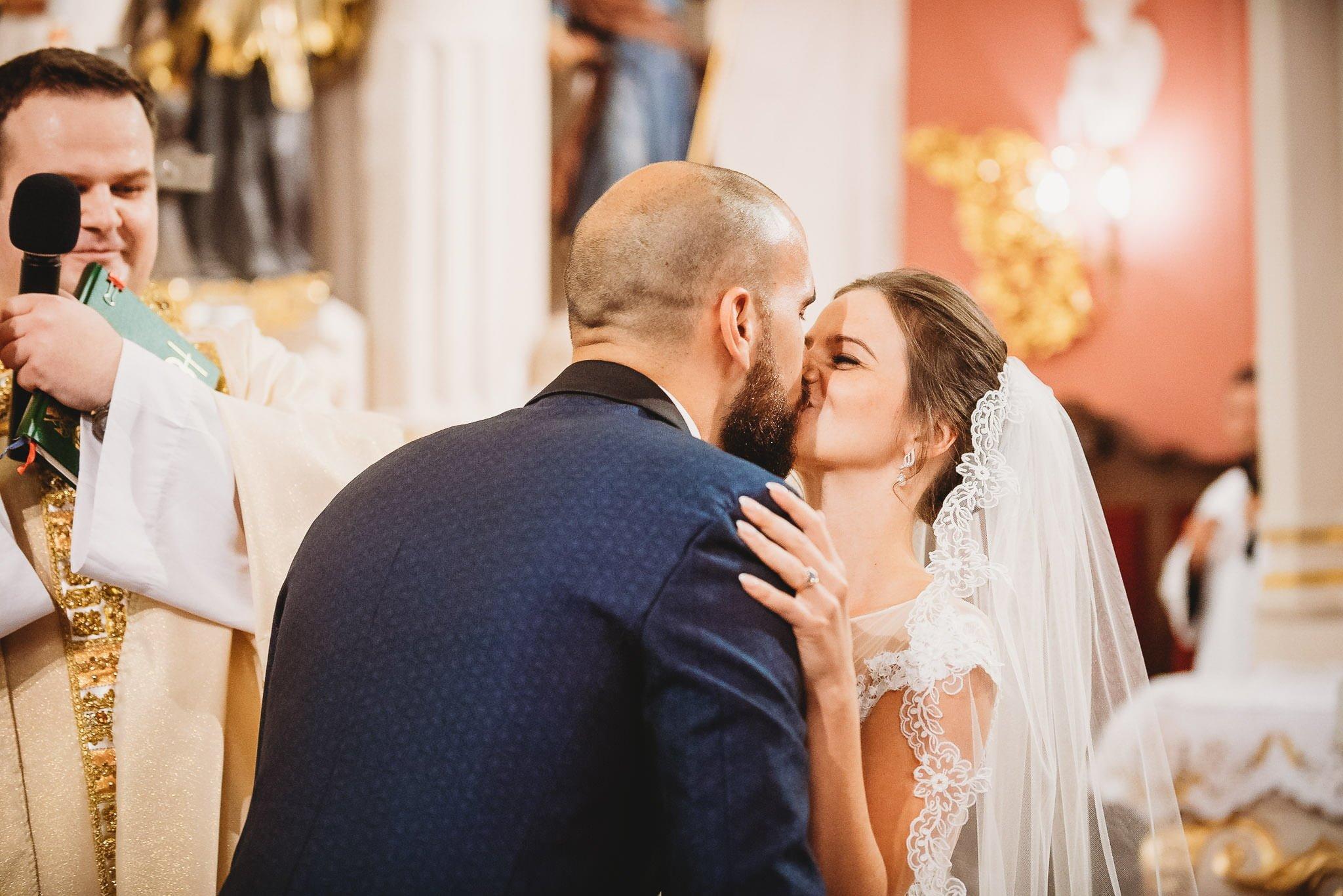 Płacz, łzy, śmiech, szał mieszanka wybuchowych emocji na niezapomnianym ślubie w Jaocinie| fotograf ślubny Konin 159