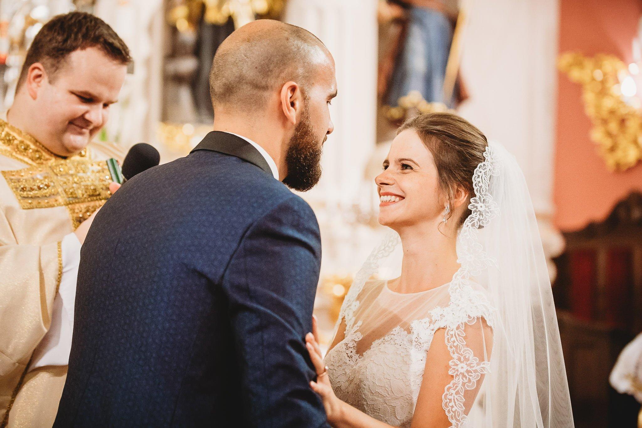 Płacz, łzy, śmiech, szał mieszanka wybuchowych emocji na niezapomnianym ślubie w Jaocinie| fotograf ślubny Konin 163