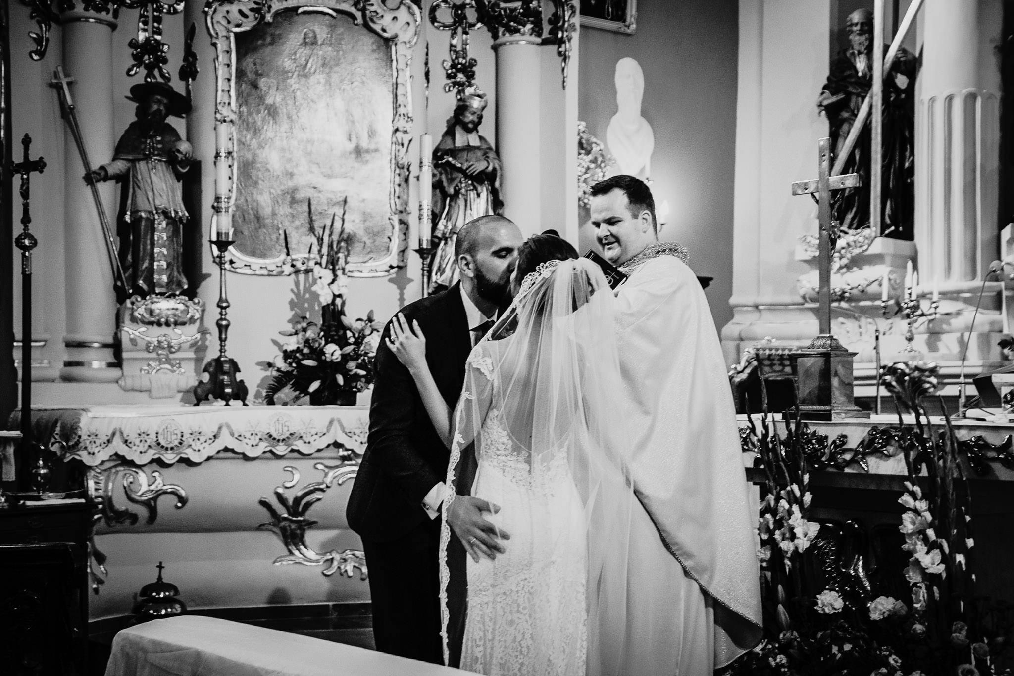 Płacz, łzy, śmiech, szał mieszanka wybuchowych emocji na niezapomnianym ślubie w Jaocinie| fotograf ślubny Konin 161