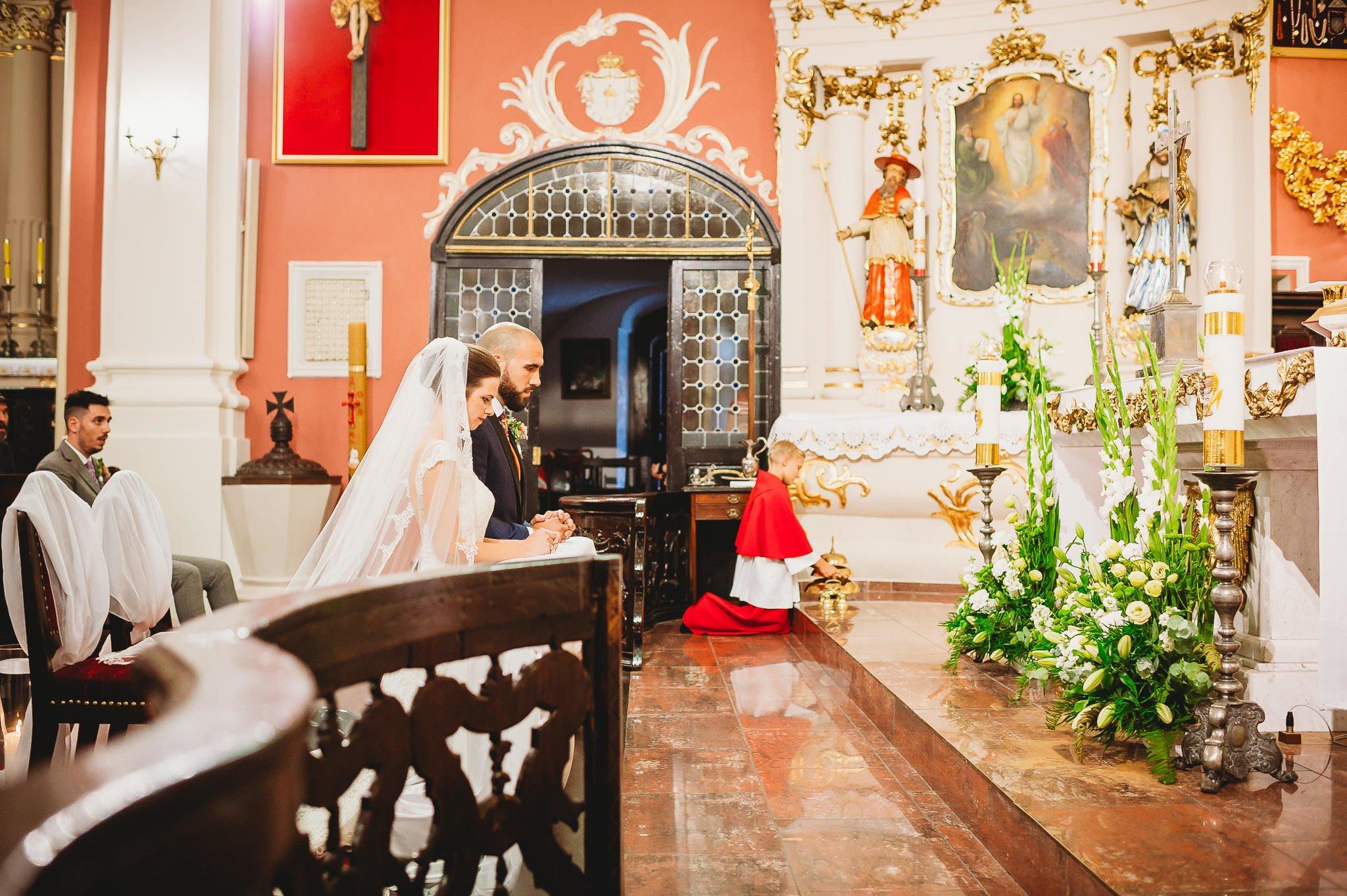 Płacz, łzy, śmiech, szał mieszanka wybuchowych emocji na niezapomnianym ślubie w Jaocinie| fotograf ślubny Konin 177