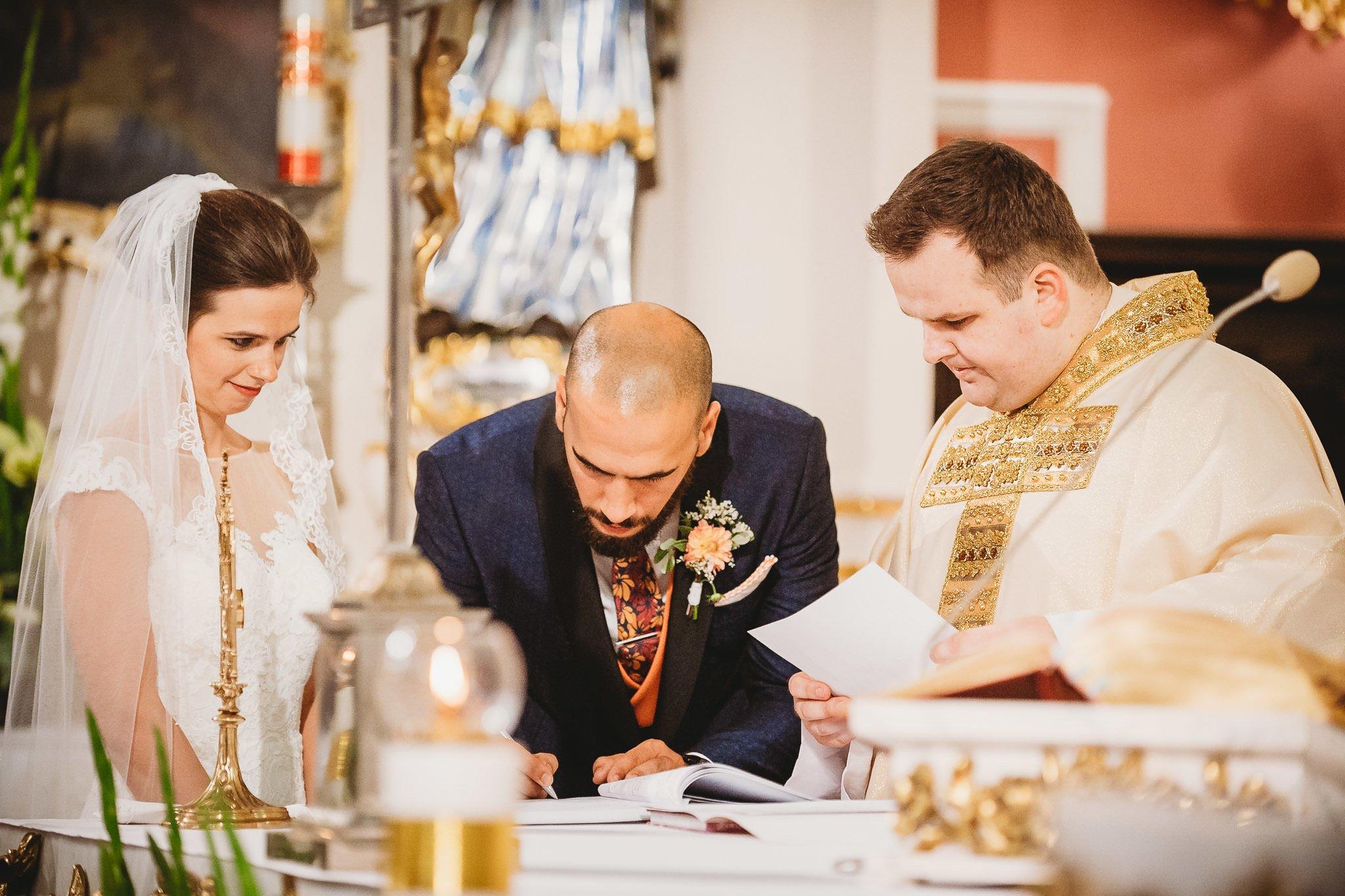 Płacz, łzy, śmiech, szał mieszanka wybuchowych emocji na niezapomnianym ślubie w Jaocinie| fotograf ślubny Konin 193