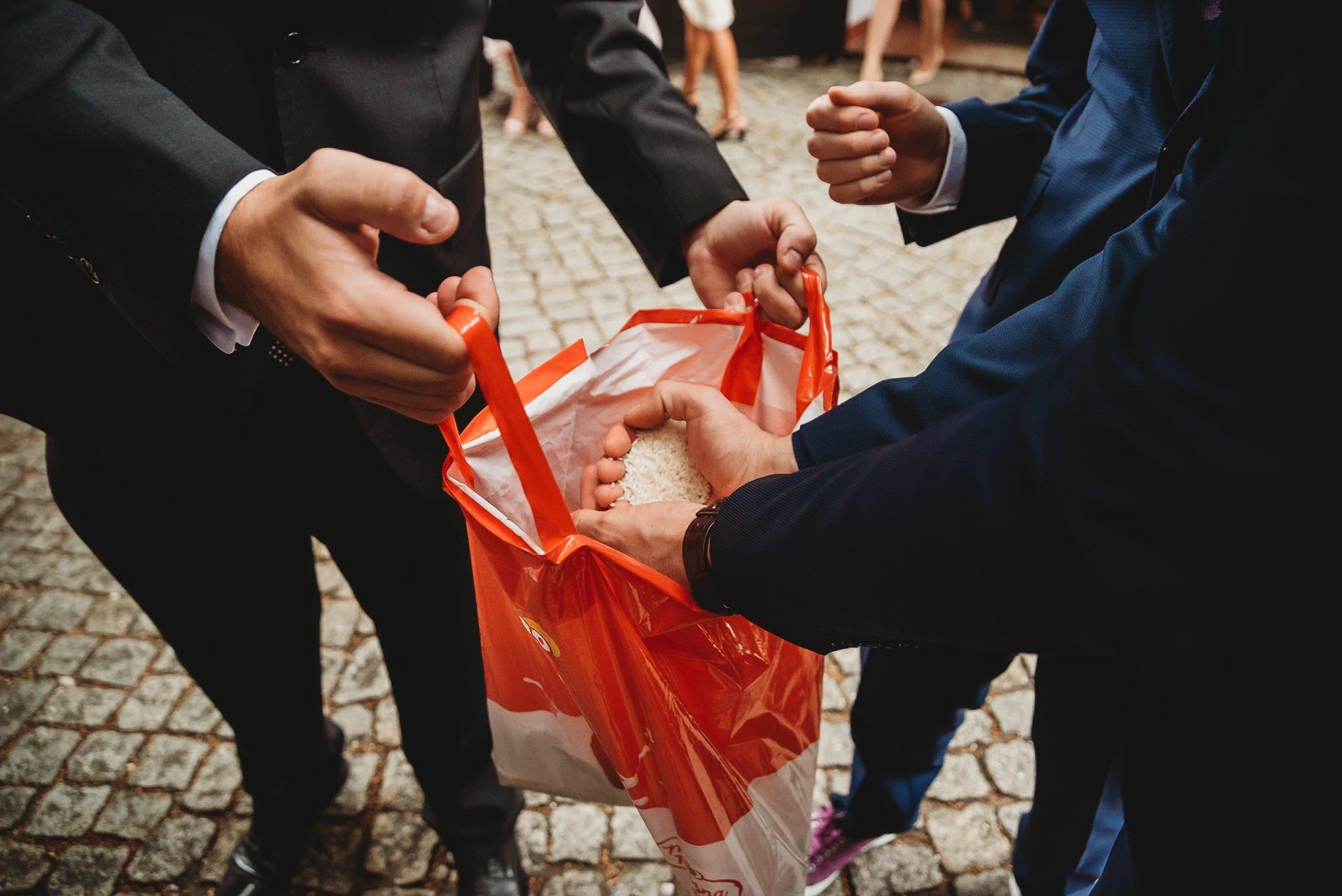 Płacz, łzy, śmiech, szał mieszanka wybuchowych emocji na niezapomnianym ślubie w Jaocinie| fotograf ślubny Konin 195