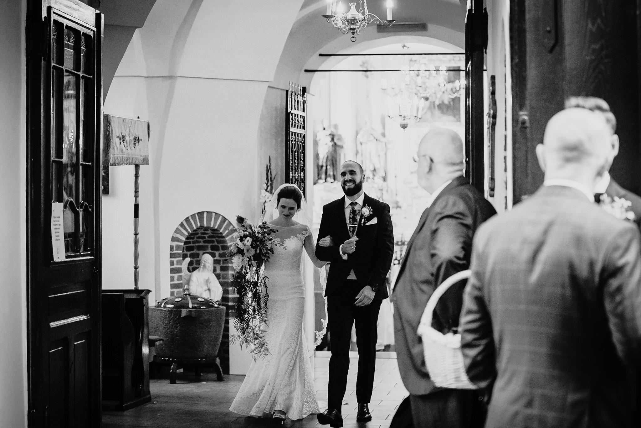 Płacz, łzy, śmiech, szał mieszanka wybuchowych emocji na niezapomnianym ślubie w Jaocinie| fotograf ślubny Konin 199