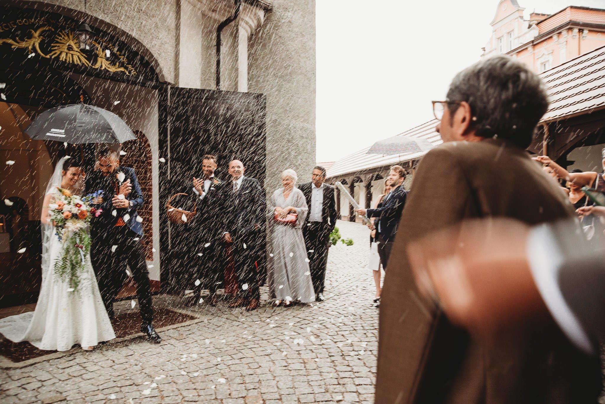 Płacz, łzy, śmiech, szał mieszanka wybuchowych emocji na niezapomnianym ślubie w Jaocinie| fotograf ślubny Konin 204
