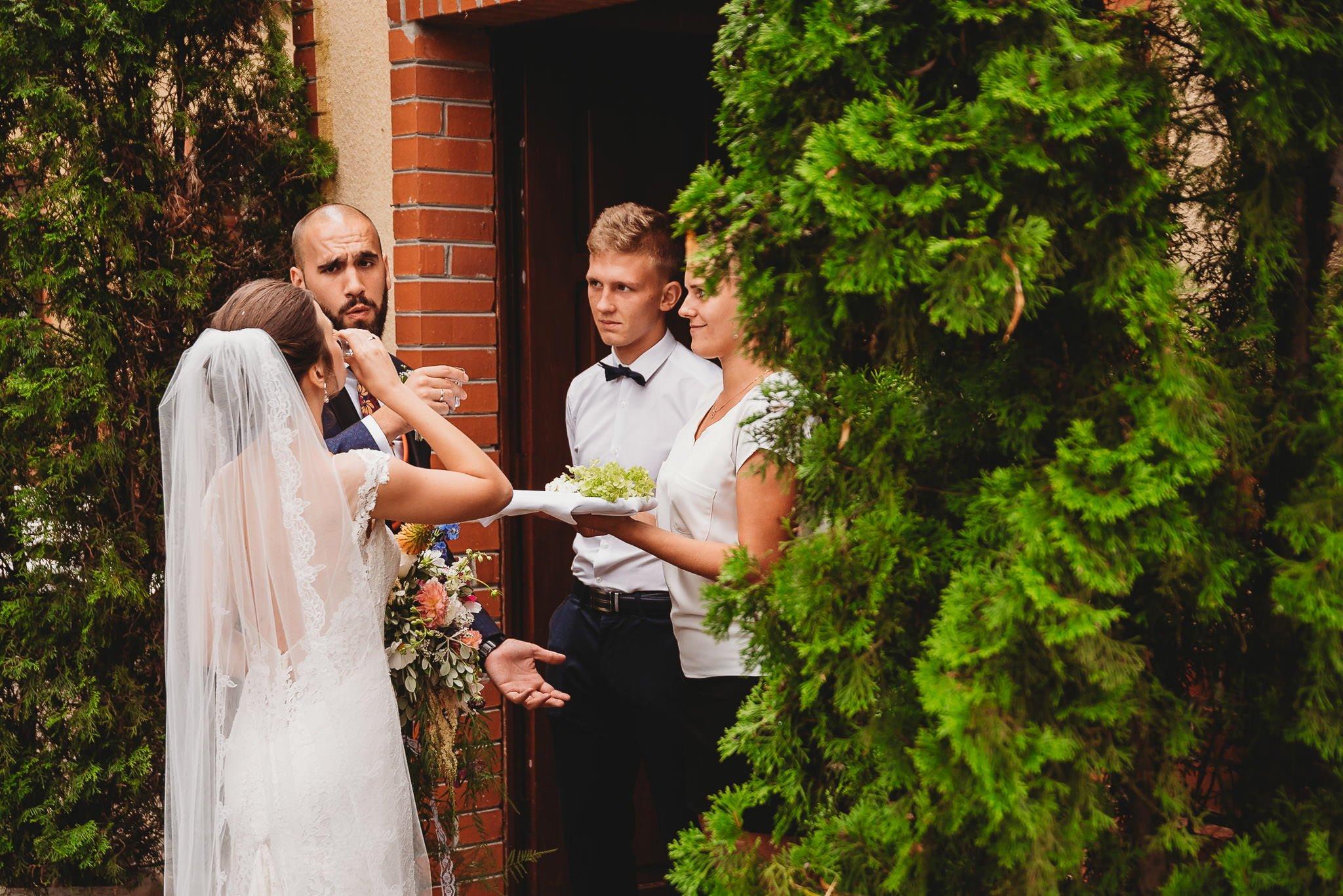Płacz, łzy, śmiech, szał mieszanka wybuchowych emocji na niezapomnianym ślubie w Jaocinie| fotograf ślubny Konin 236