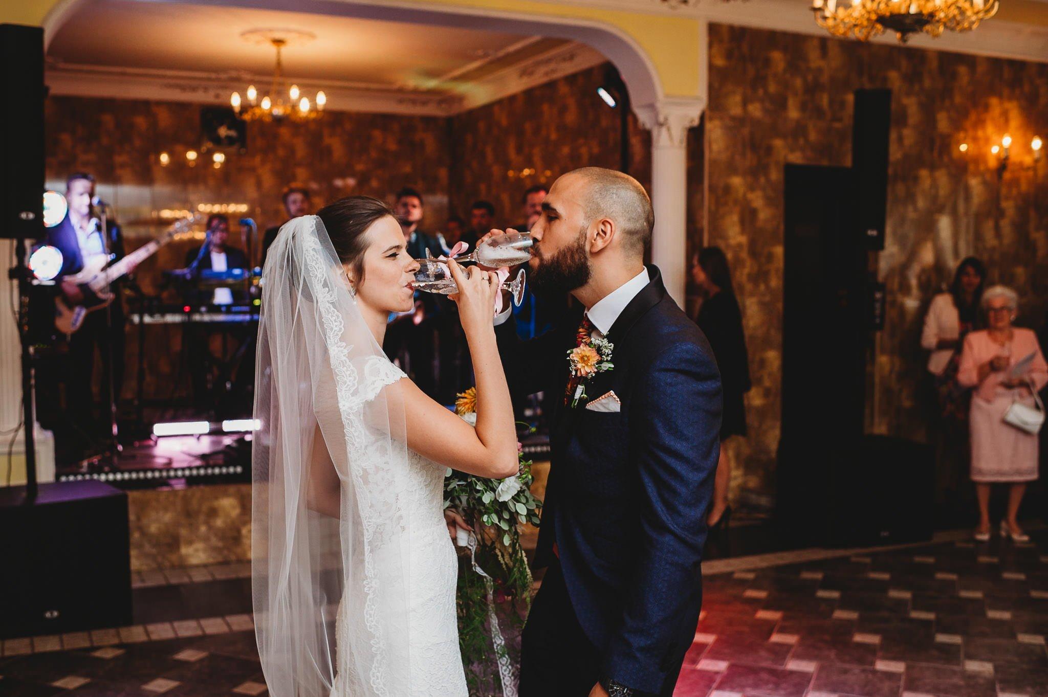 Płacz, łzy, śmiech, szał mieszanka wybuchowych emocji na niezapomnianym ślubie w Jaocinie| fotograf ślubny Konin 238