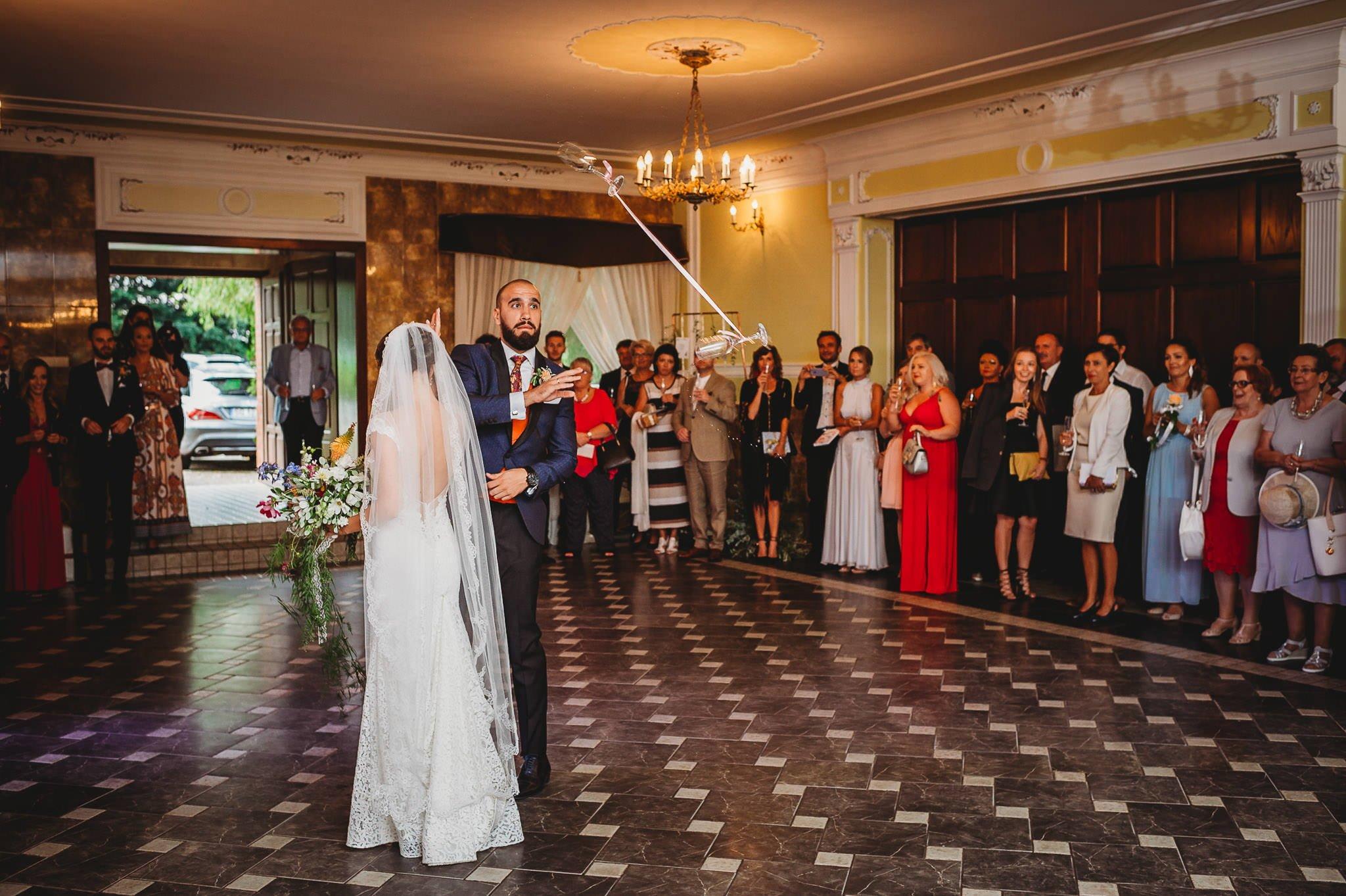 Płacz, łzy, śmiech, szał mieszanka wybuchowych emocji na niezapomnianym ślubie w Jaocinie| fotograf ślubny Konin 240