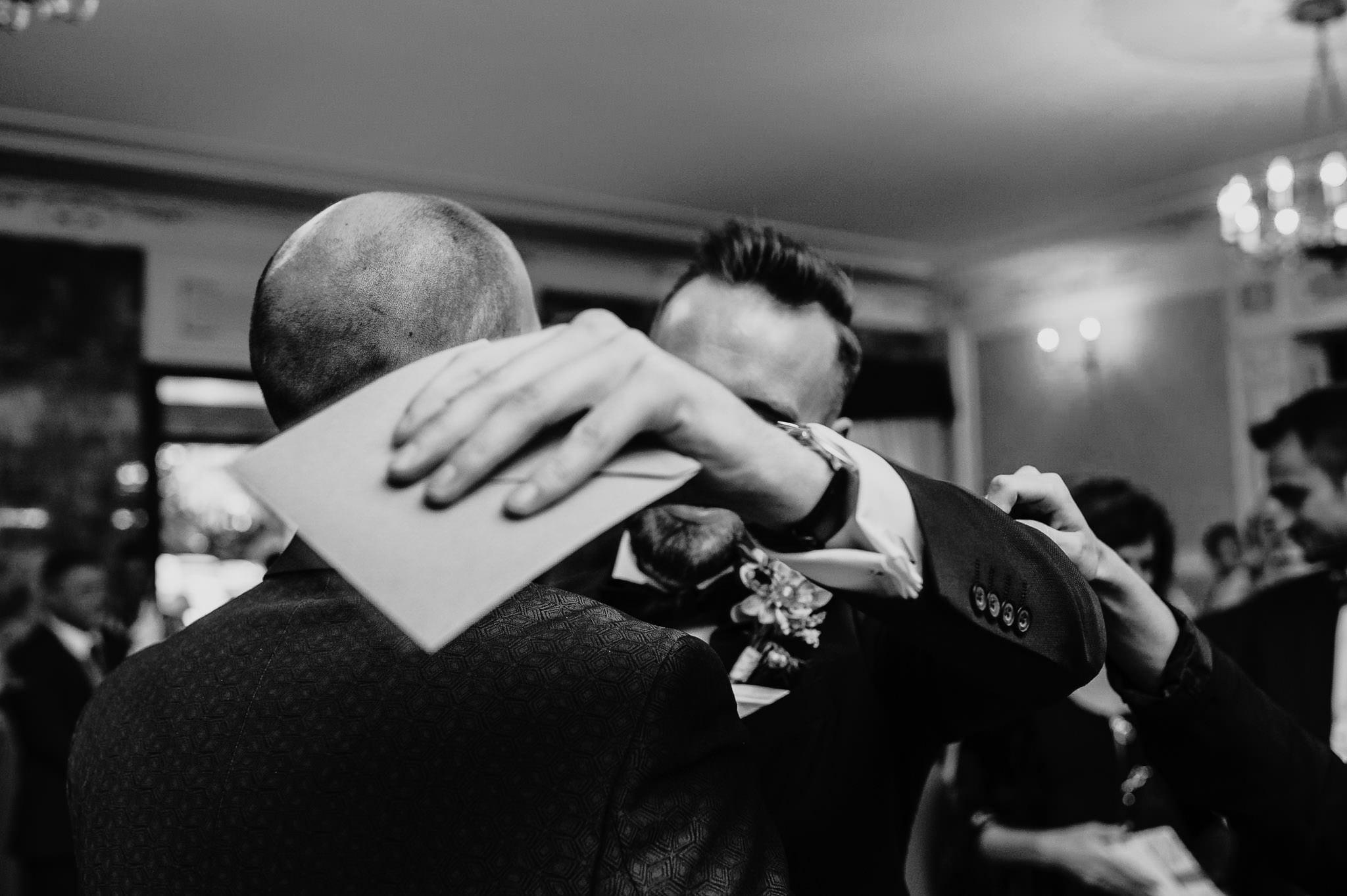 Płacz, łzy, śmiech, szał mieszanka wybuchowych emocji na niezapomnianym ślubie w Jaocinie| fotograf ślubny Konin 244