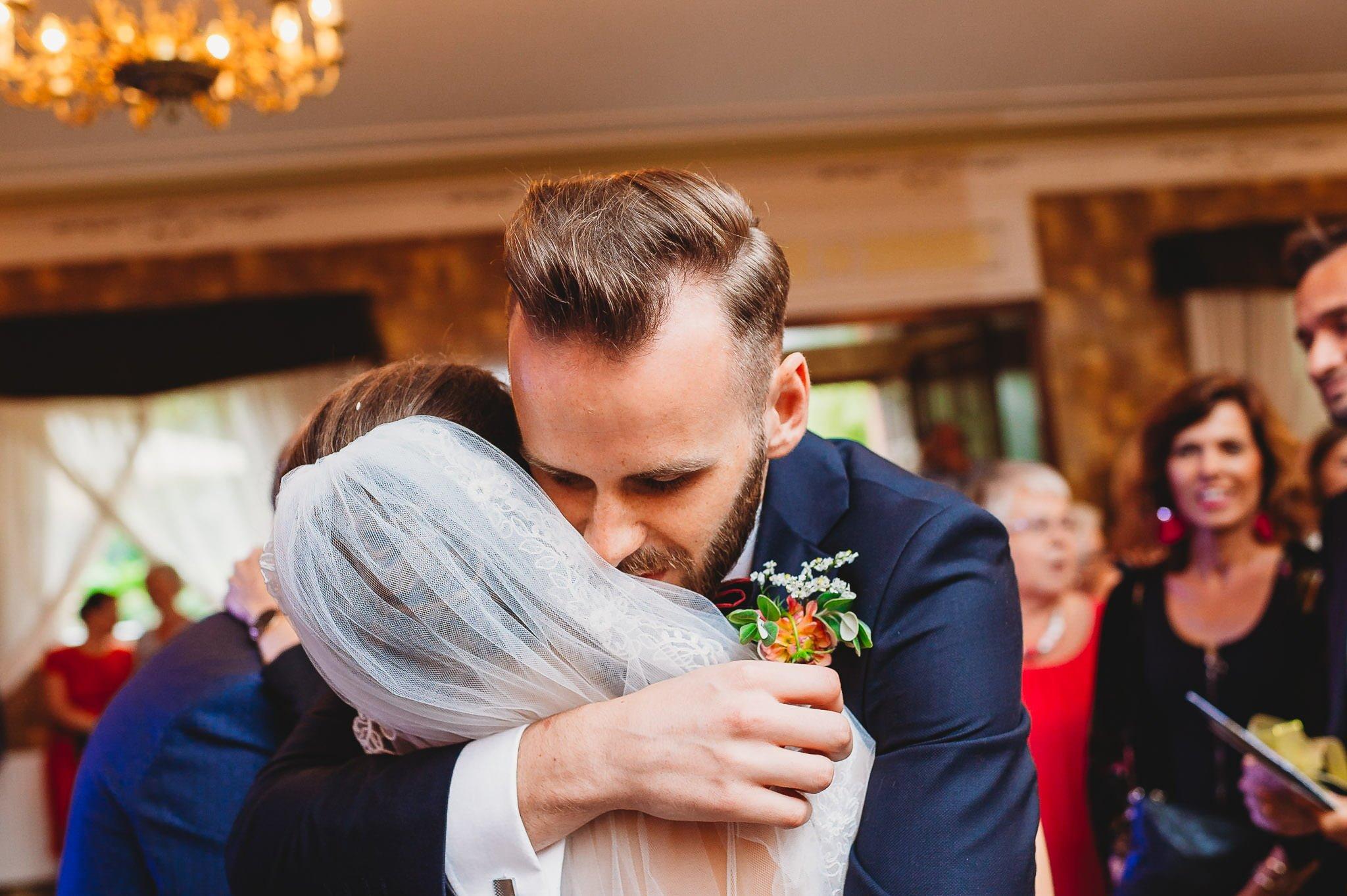 Płacz, łzy, śmiech, szał mieszanka wybuchowych emocji na niezapomnianym ślubie w Jaocinie| fotograf ślubny Konin 246