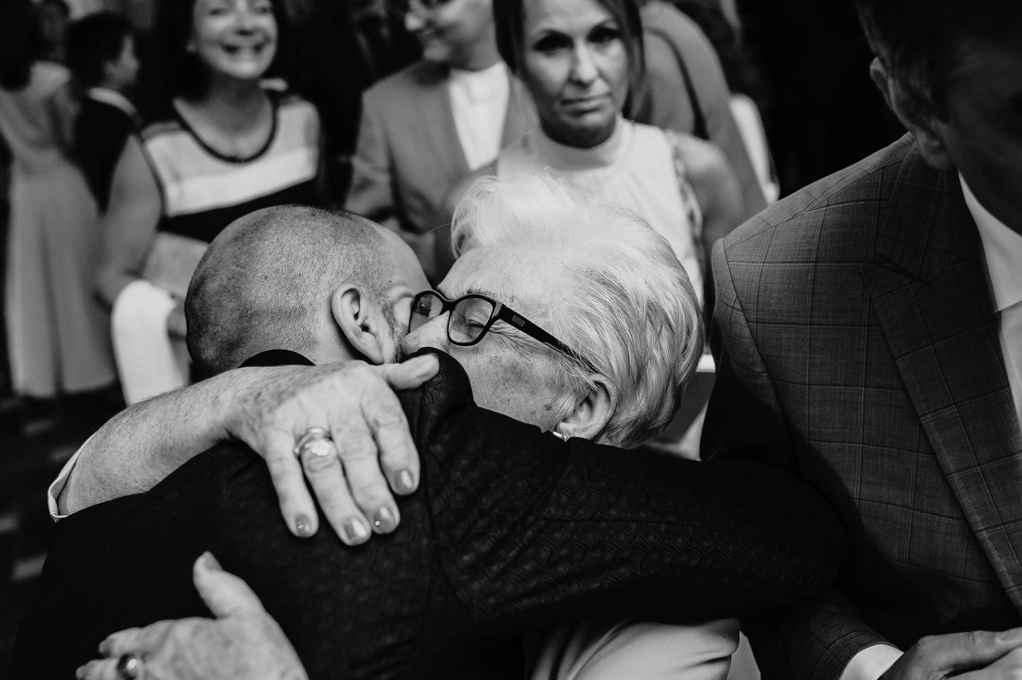 Płacz, łzy, śmiech, szał mieszanka wybuchowych emocji na niezapomnianym ślubie w Jaocinie| fotograf ślubny Konin 252