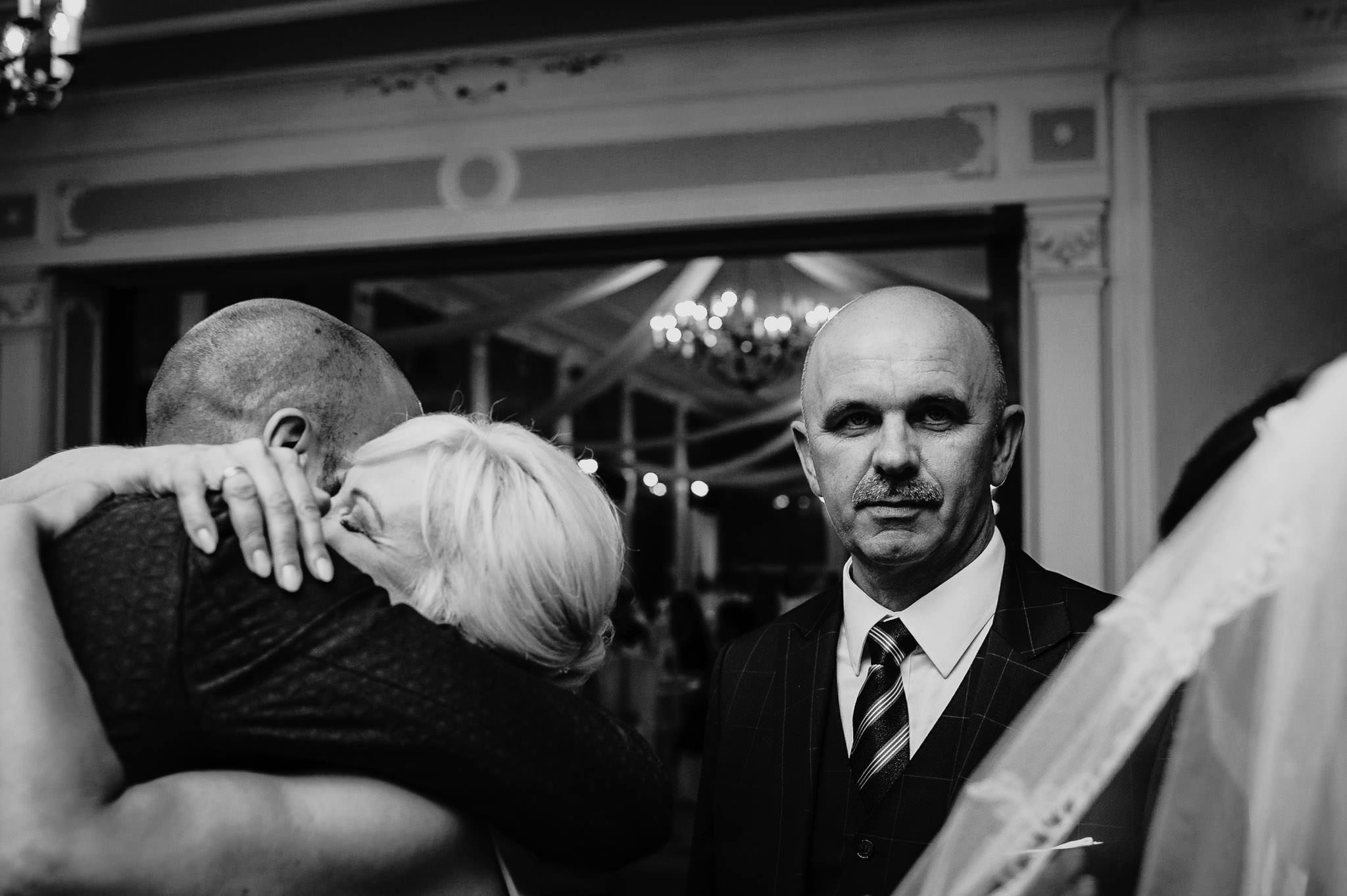 Płacz, łzy, śmiech, szał mieszanka wybuchowych emocji na niezapomnianym ślubie w Jaocinie| fotograf ślubny Konin 286