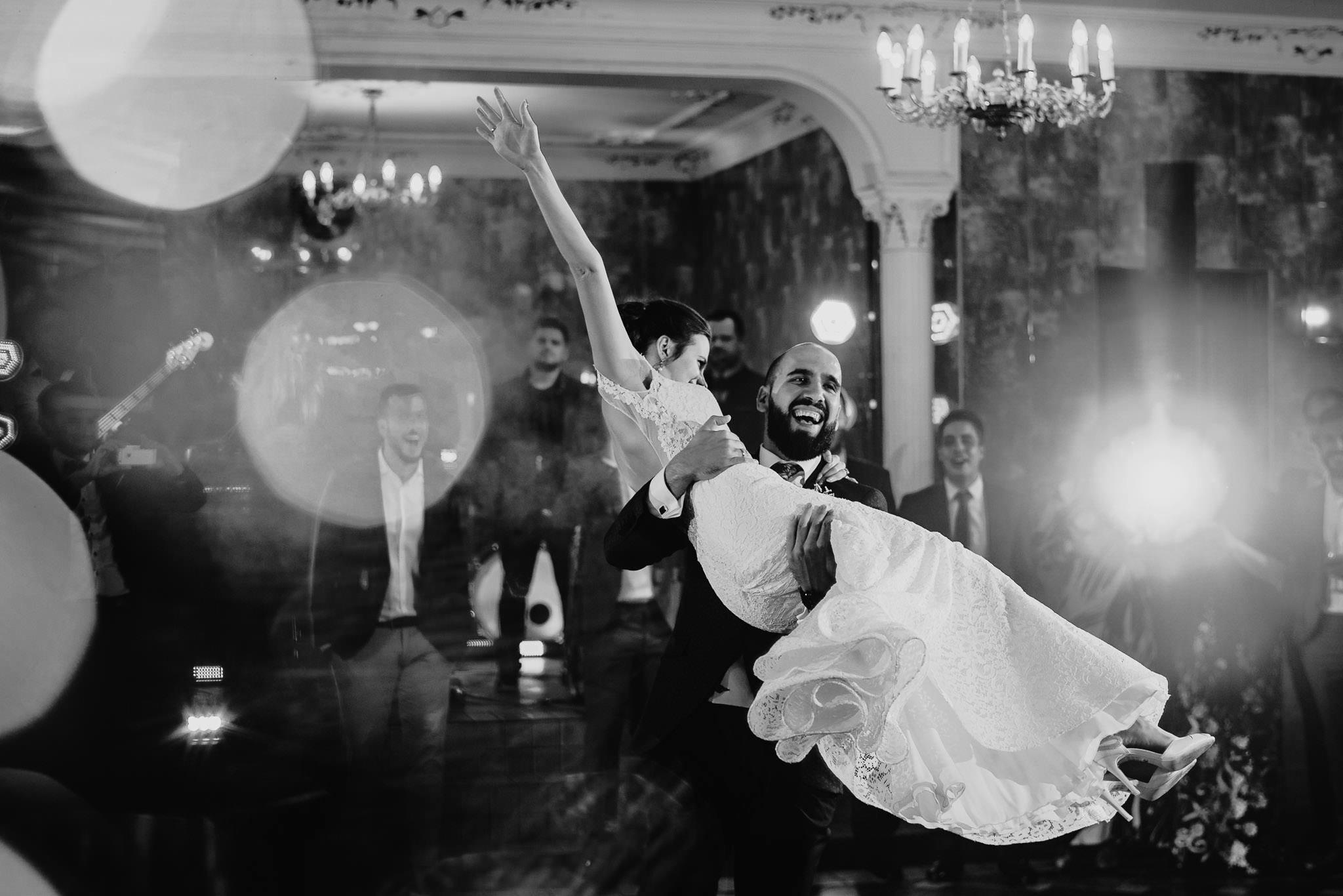 Płacz, łzy, śmiech, szał mieszanka wybuchowych emocji na niezapomnianym ślubie w Jaocinie| fotograf ślubny Konin 318