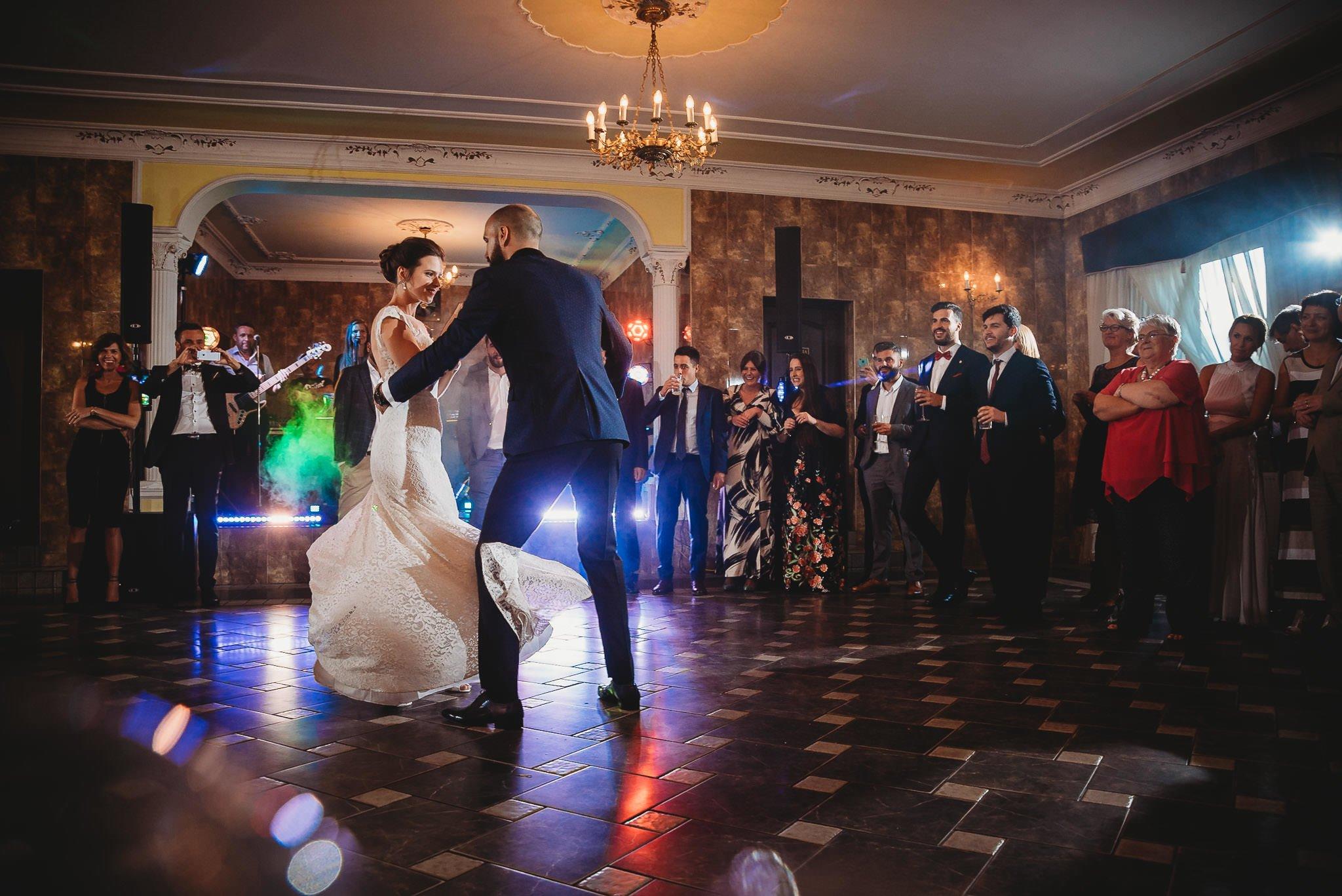Płacz, łzy, śmiech, szał mieszanka wybuchowych emocji na niezapomnianym ślubie w Jaocinie| fotograf ślubny Konin 320