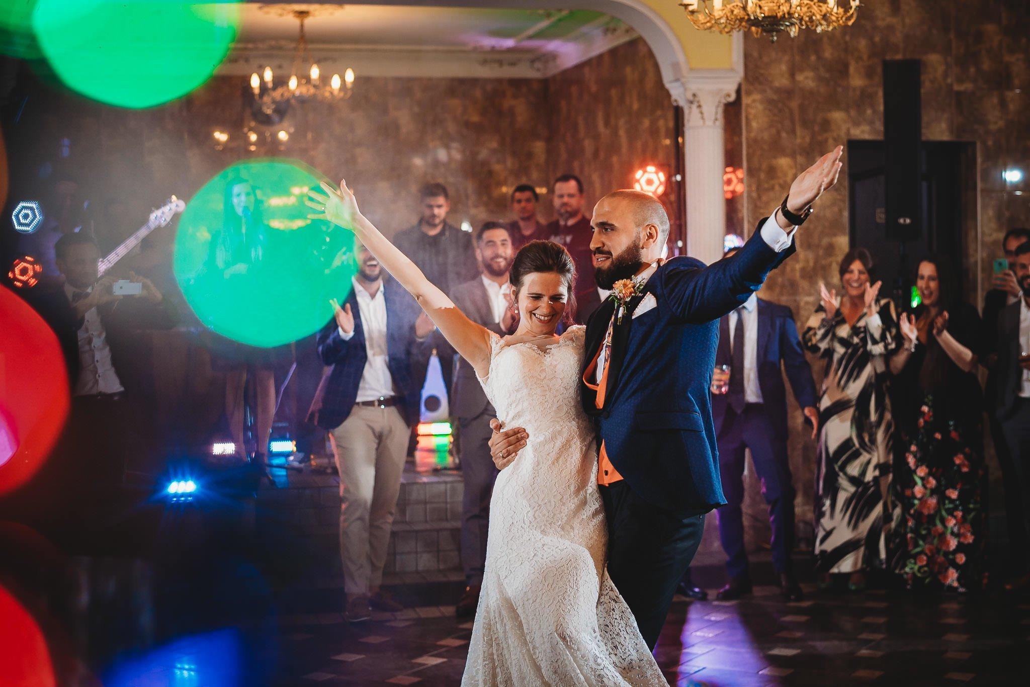 Płacz, łzy, śmiech, szał mieszanka wybuchowych emocji na niezapomnianym ślubie w Jaocinie| fotograf ślubny Konin 322