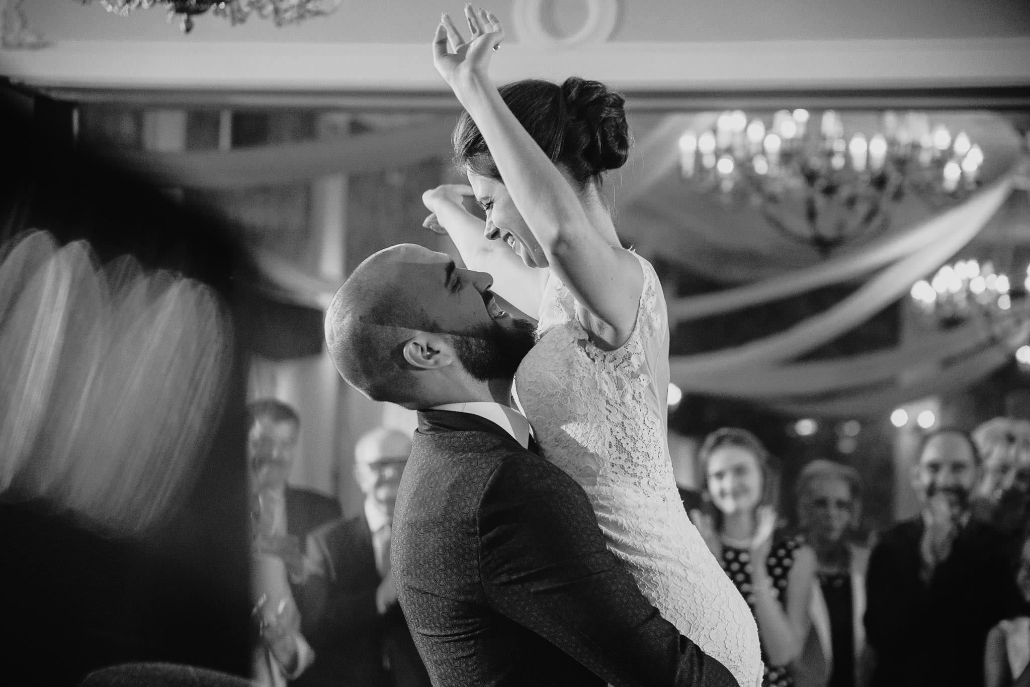 Płacz, łzy, śmiech, szał mieszanka wybuchowych emocji na niezapomnianym ślubie w Jaocinie| fotograf ślubny Konin 326