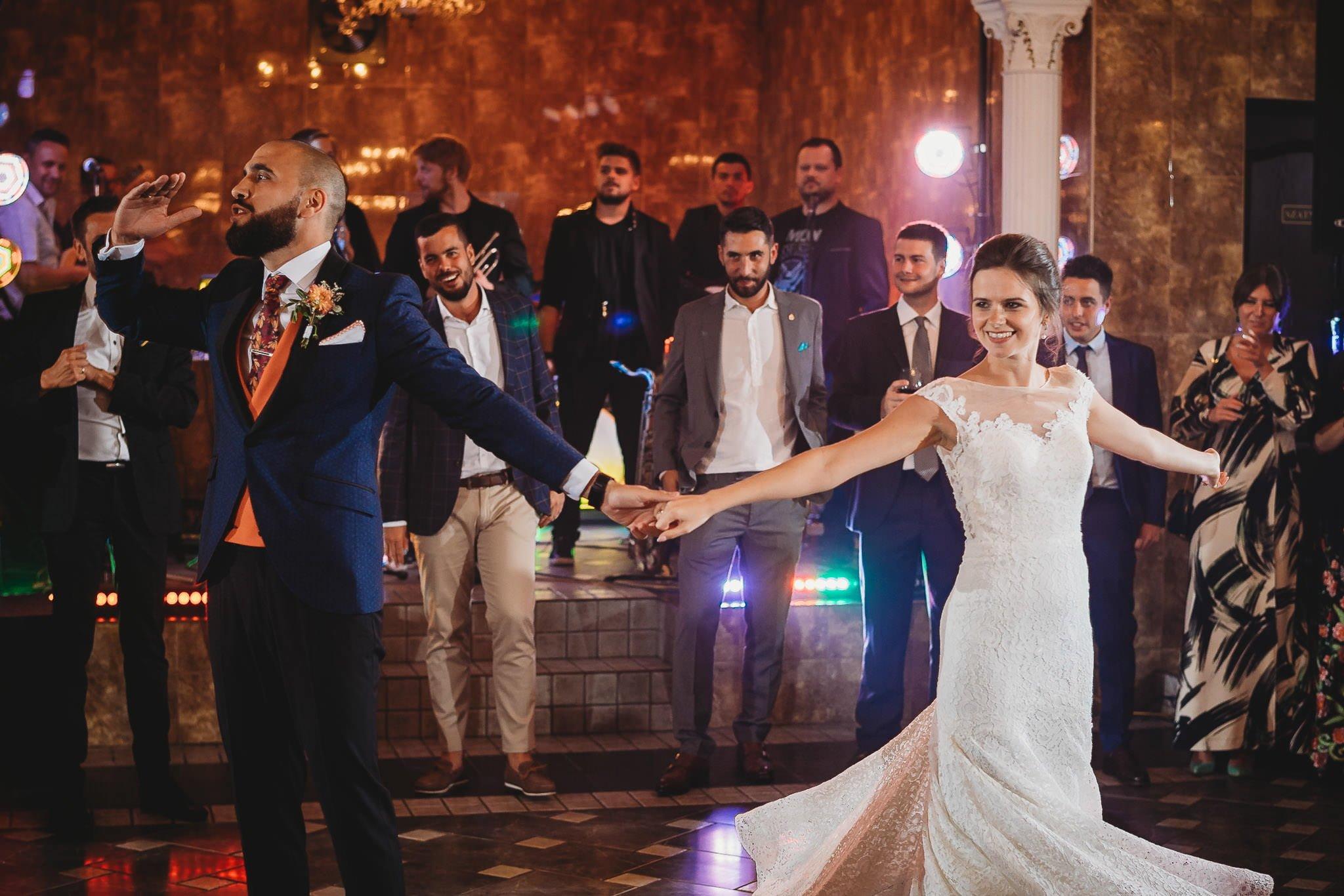 Płacz, łzy, śmiech, szał mieszanka wybuchowych emocji na niezapomnianym ślubie w Jaocinie| fotograf ślubny Konin 330