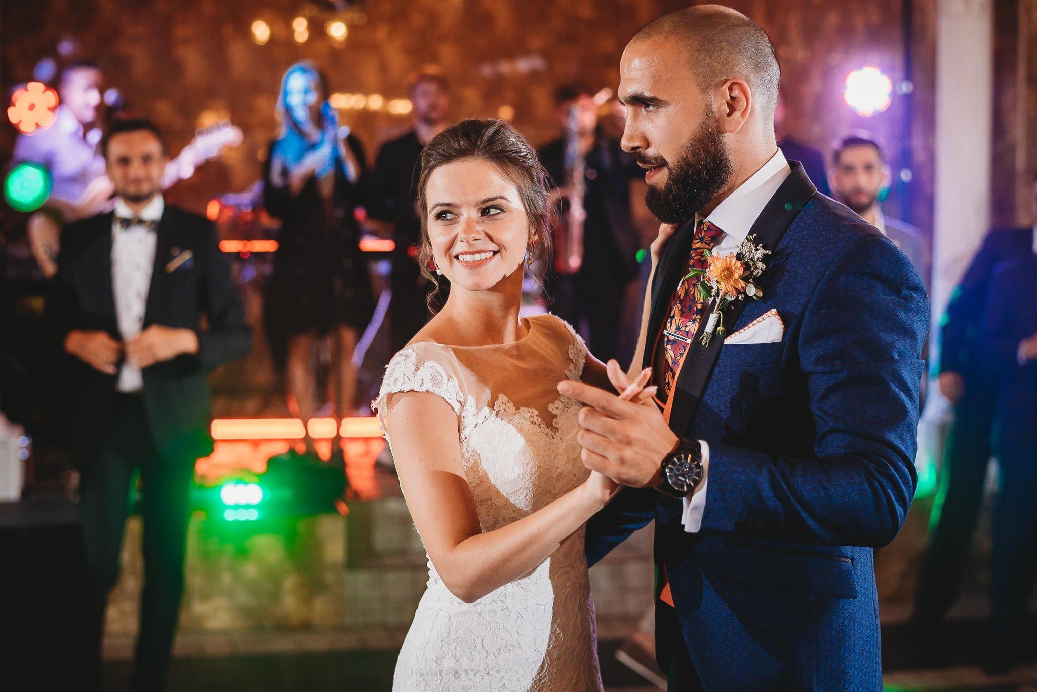 Płacz, łzy, śmiech, szał mieszanka wybuchowych emocji na niezapomnianym ślubie w Jaocinie| fotograf ślubny Konin 332