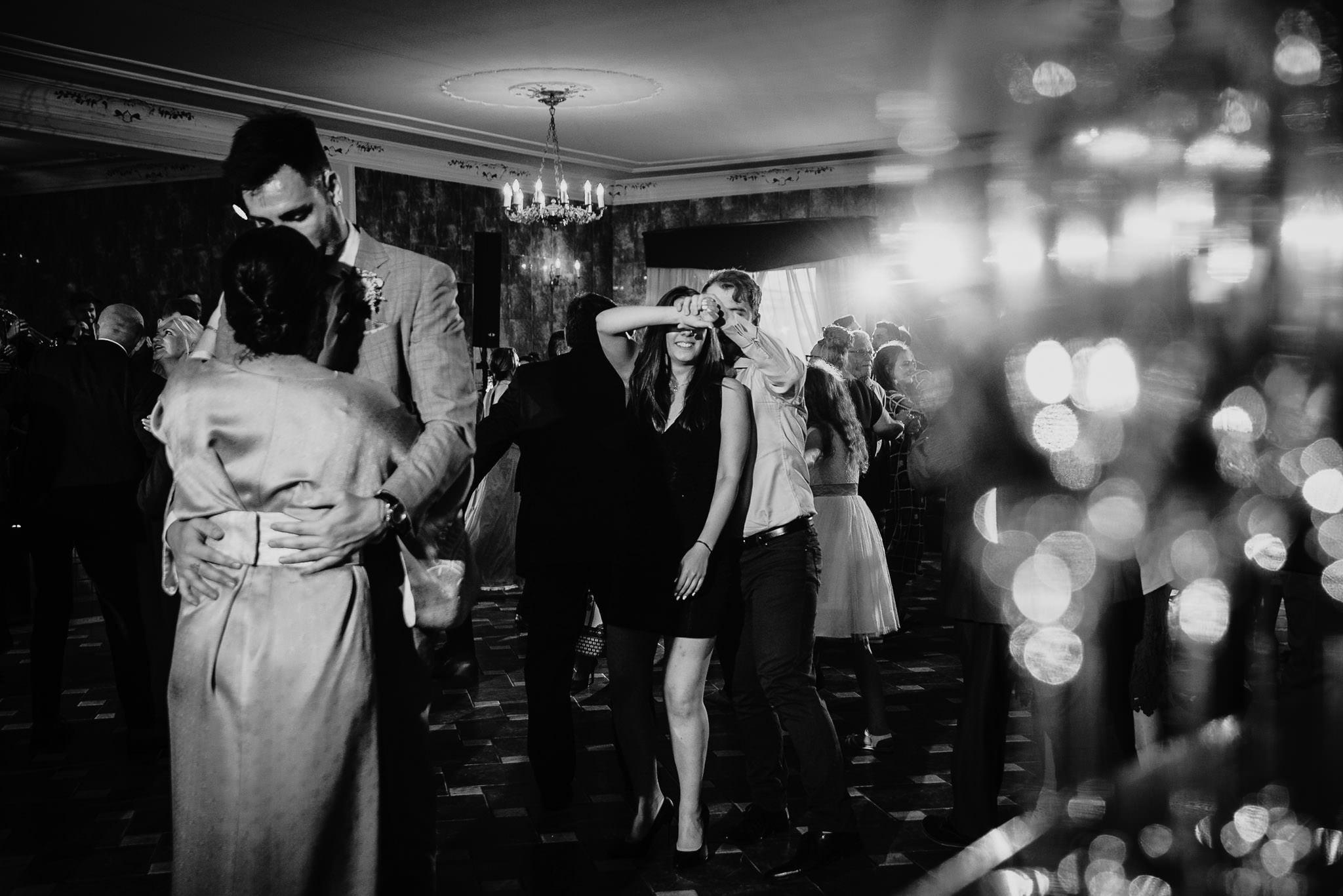 Płacz, łzy, śmiech, szał mieszanka wybuchowych emocji na niezapomnianym ślubie w Jaocinie| fotograf ślubny Konin 334
