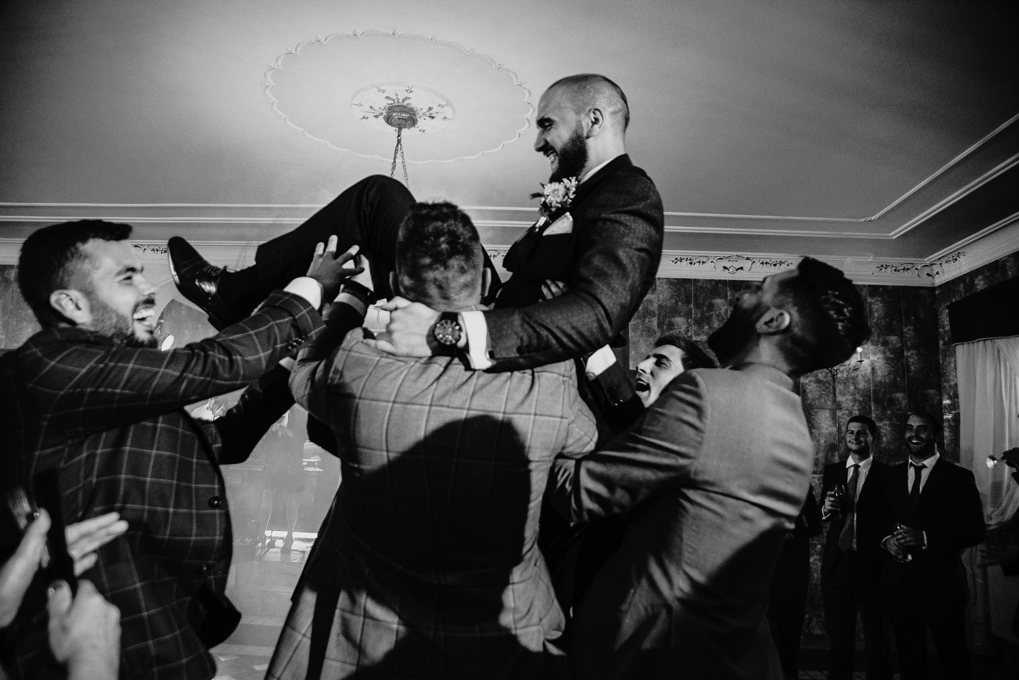 Płacz, łzy, śmiech, szał mieszanka wybuchowych emocji na niezapomnianym ślubie w Jaocinie| fotograf ślubny Konin 344