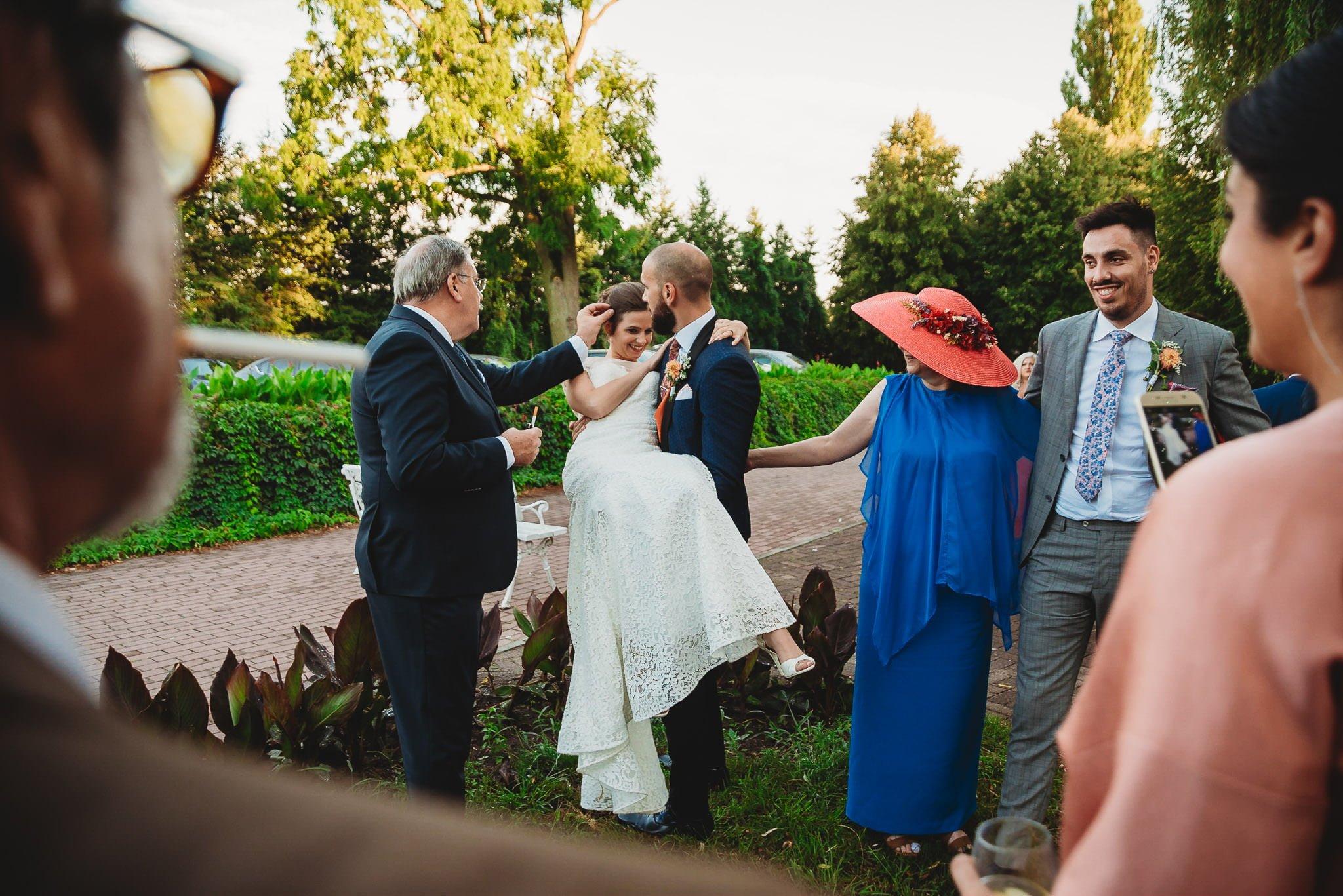 Płacz, łzy, śmiech, szał mieszanka wybuchowych emocji na niezapomnianym ślubie w Jaocinie| fotograf ślubny Konin 348