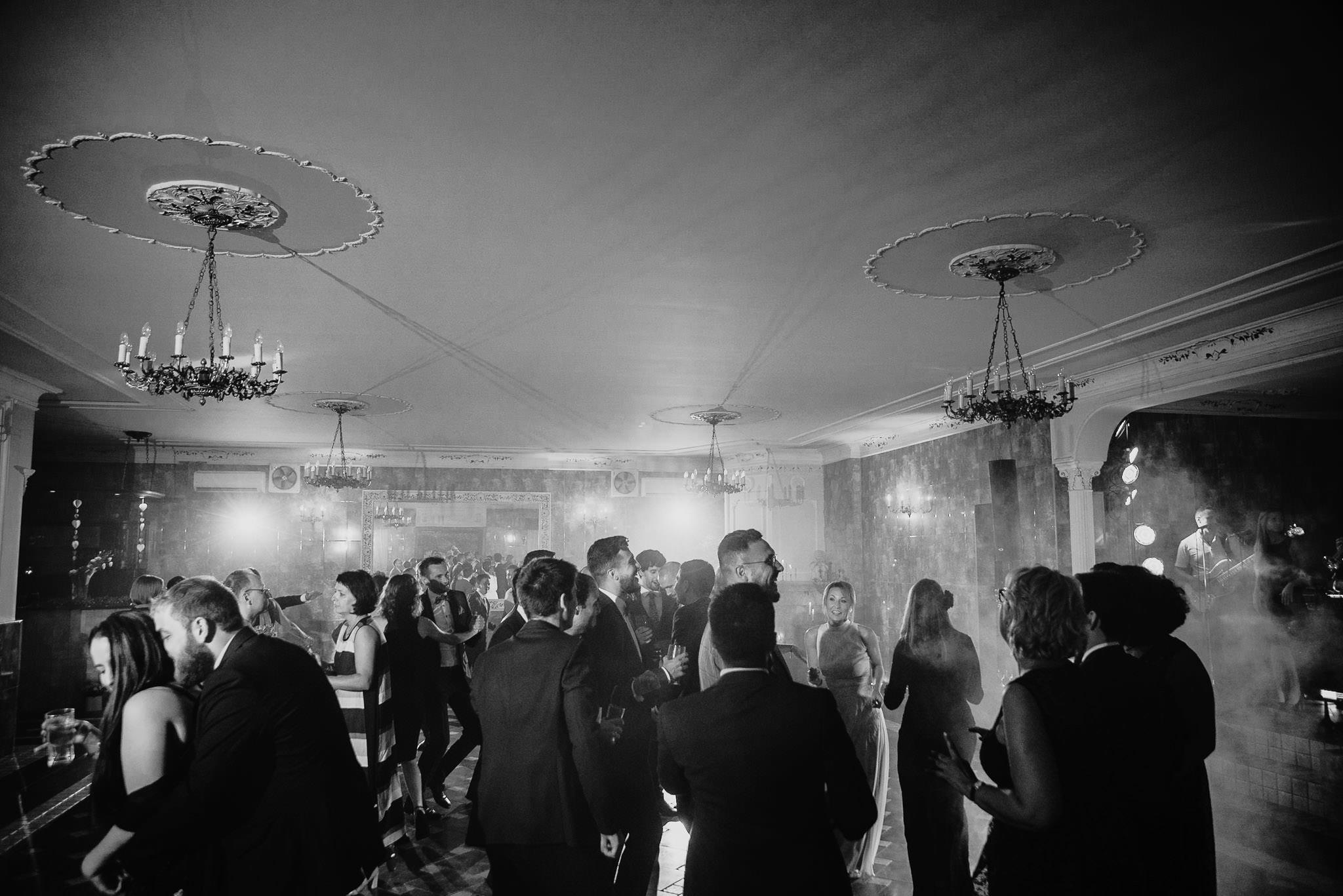 Płacz, łzy, śmiech, szał mieszanka wybuchowych emocji na niezapomnianym ślubie w Jaocinie| fotograf ślubny Konin 384