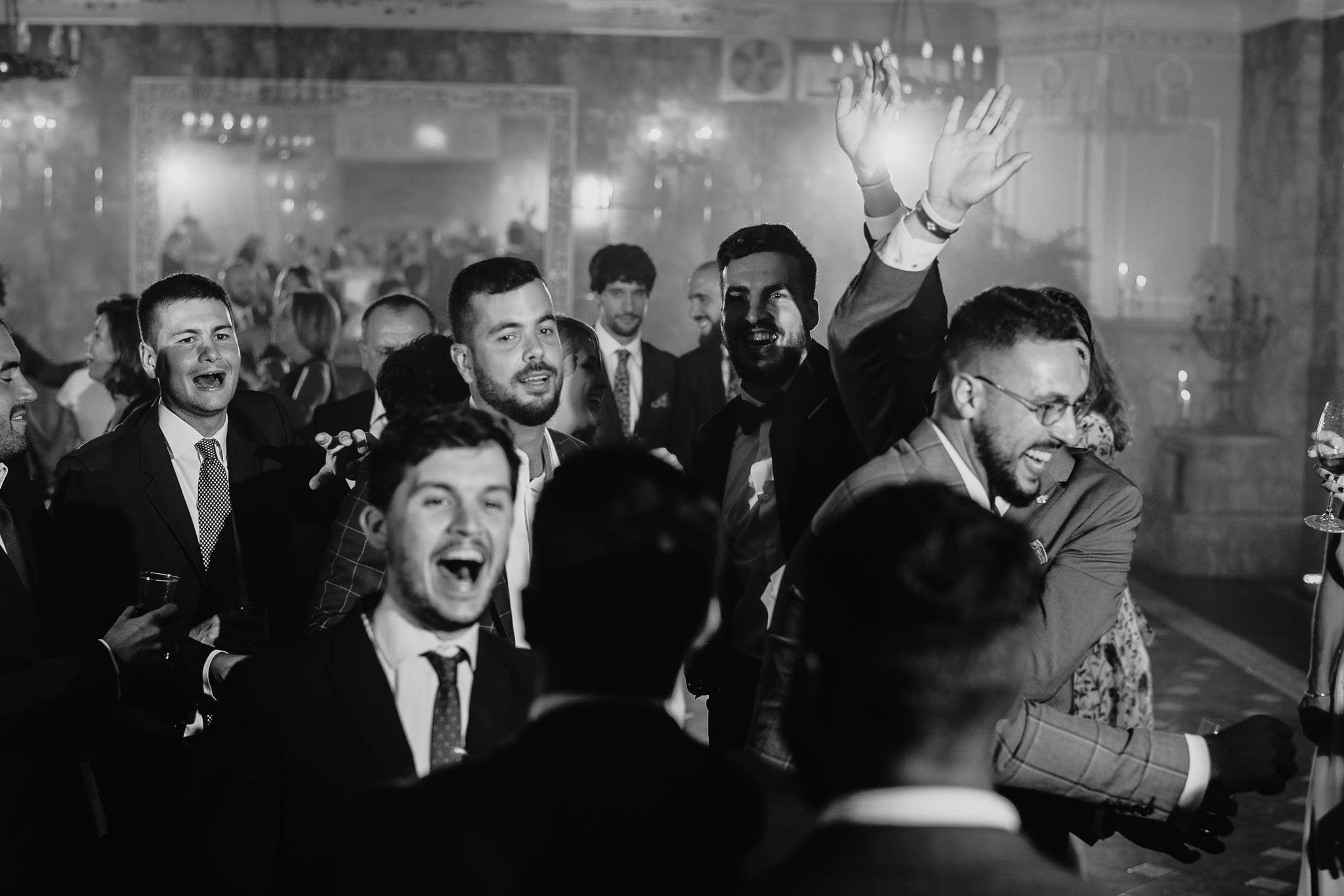 Płacz, łzy, śmiech, szał mieszanka wybuchowych emocji na niezapomnianym ślubie w Jaocinie| fotograf ślubny Konin 386