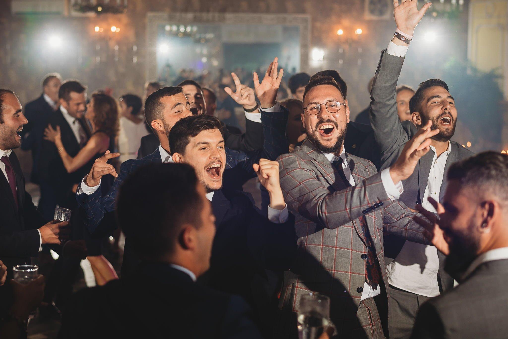 Płacz, łzy, śmiech, szał mieszanka wybuchowych emocji na niezapomnianym ślubie w Jaocinie| fotograf ślubny Konin 388