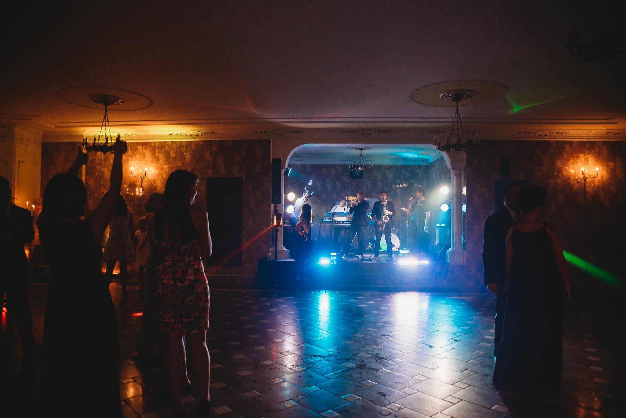 Płacz, łzy, śmiech, szał mieszanka wybuchowych emocji na niezapomnianym ślubie w Jaocinie| fotograf ślubny Konin 402