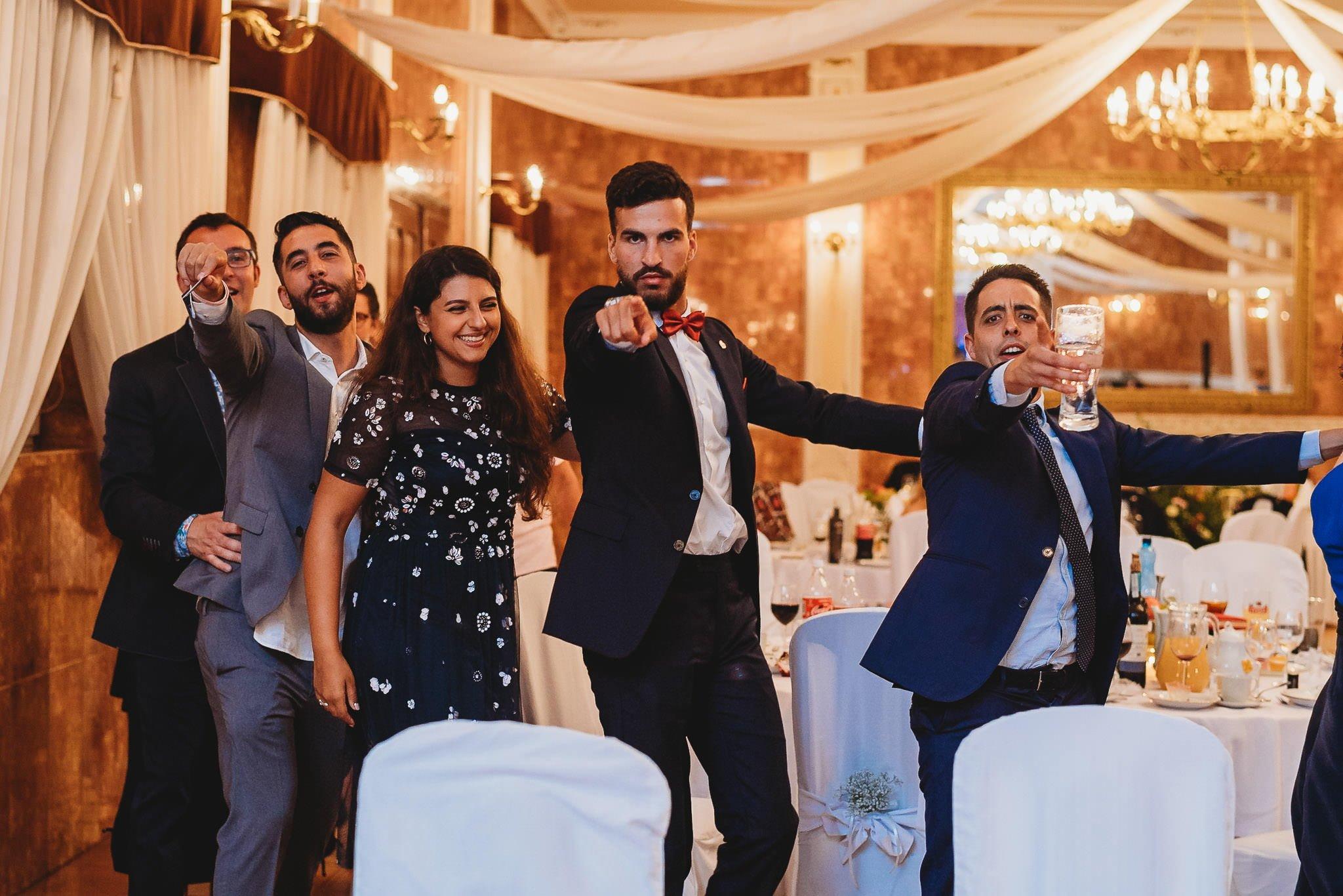 Płacz, łzy, śmiech, szał mieszanka wybuchowych emocji na niezapomnianym ślubie w Jaocinie| fotograf ślubny Konin 413
