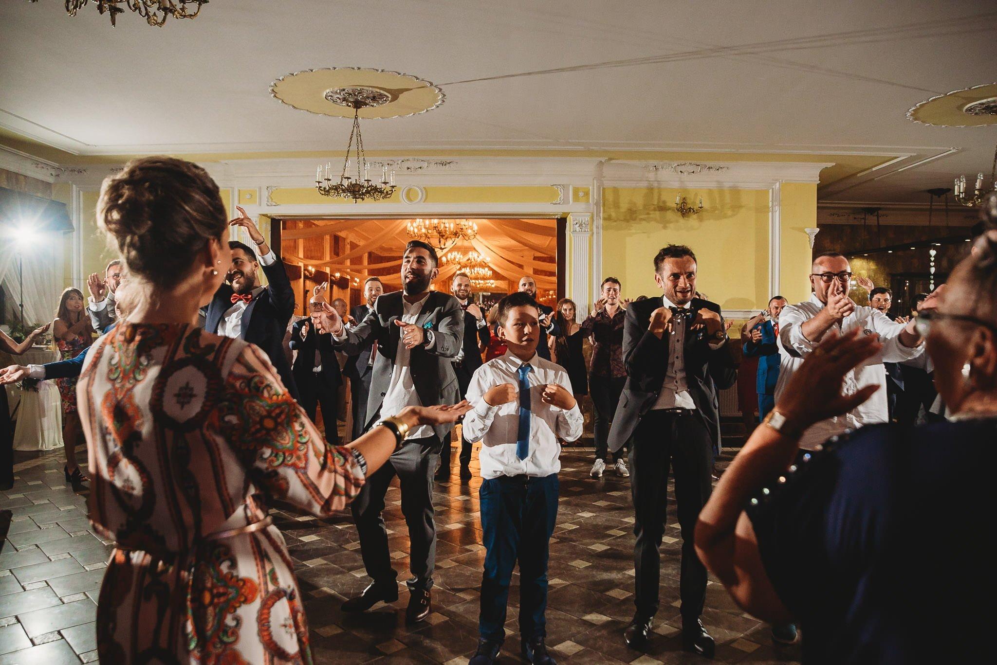 Płacz, łzy, śmiech, szał mieszanka wybuchowych emocji na niezapomnianym ślubie w Jaocinie| fotograf ślubny Konin 421