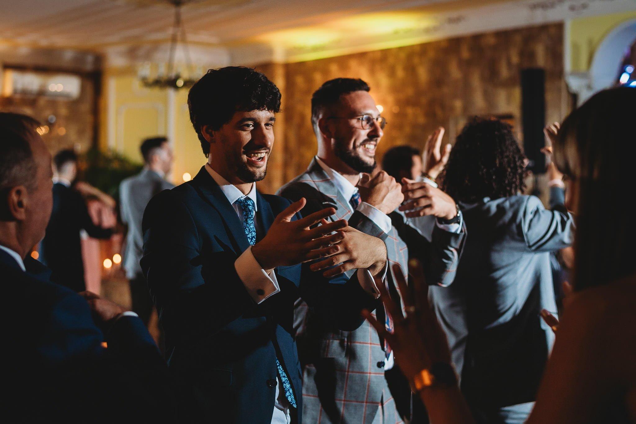 Płacz, łzy, śmiech, szał mieszanka wybuchowych emocji na niezapomnianym ślubie w Jaocinie| fotograf ślubny Konin 423