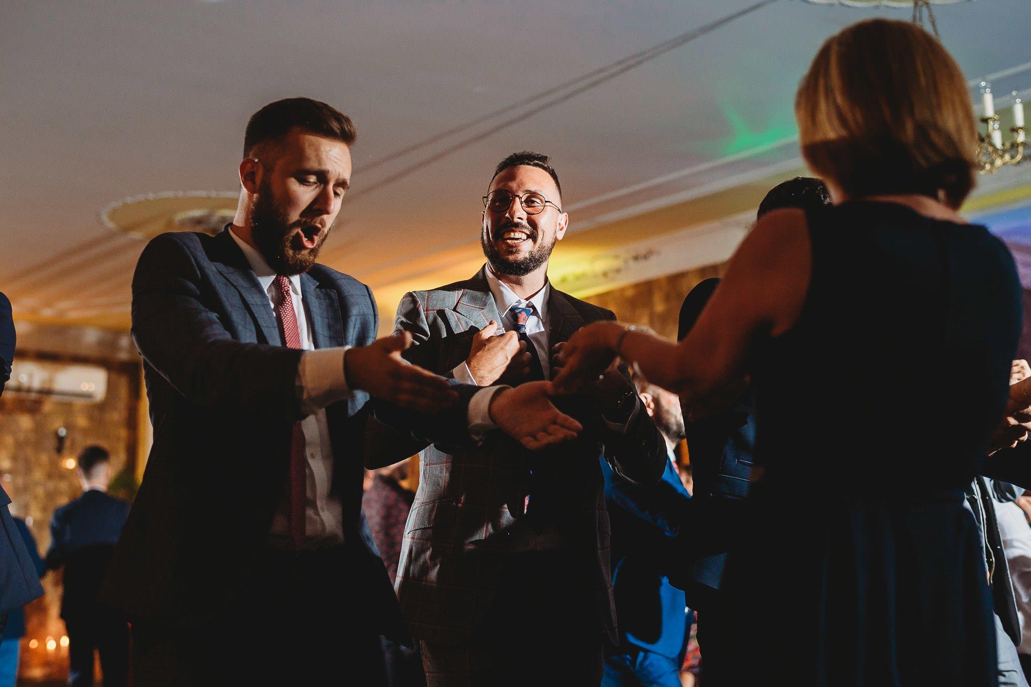 Płacz, łzy, śmiech, szał mieszanka wybuchowych emocji na niezapomnianym ślubie w Jaocinie| fotograf ślubny Konin 426