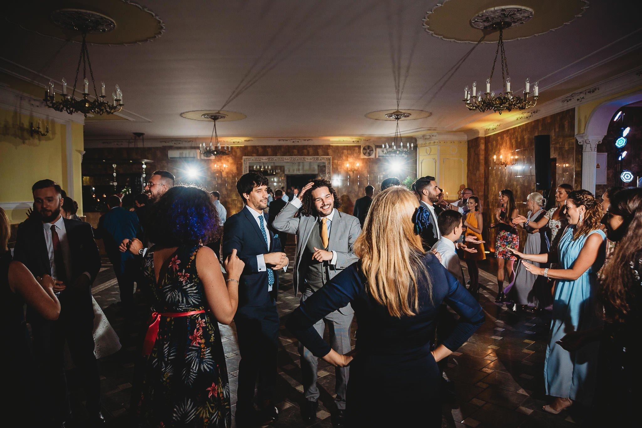 Płacz, łzy, śmiech, szał mieszanka wybuchowych emocji na niezapomnianym ślubie w Jaocinie| fotograf ślubny Konin 432
