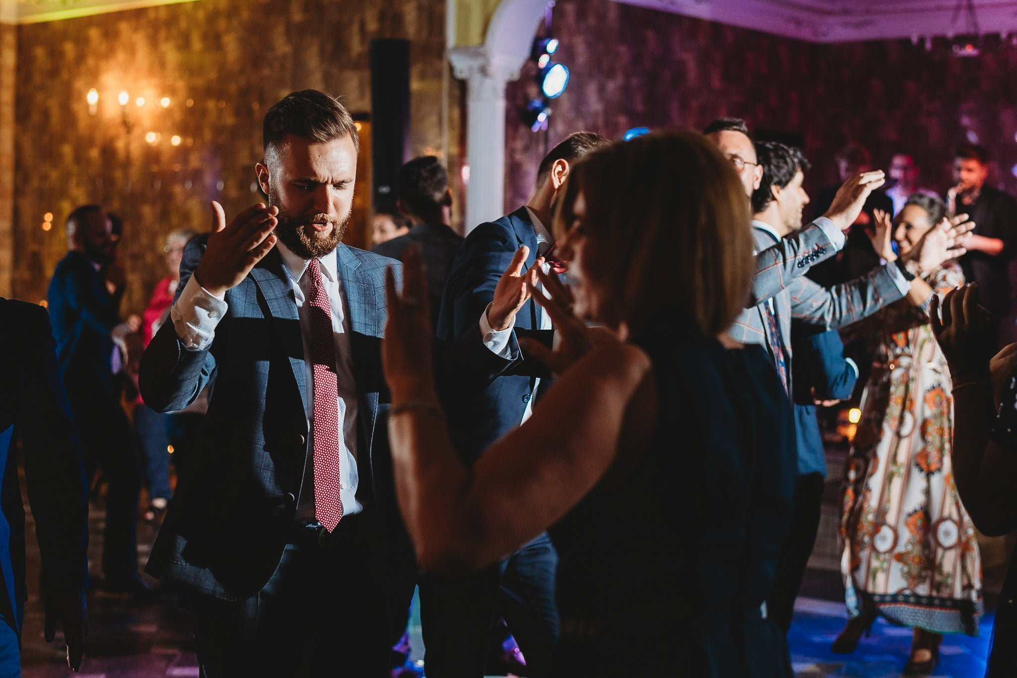Płacz, łzy, śmiech, szał mieszanka wybuchowych emocji na niezapomnianym ślubie w Jaocinie| fotograf ślubny Konin 438
