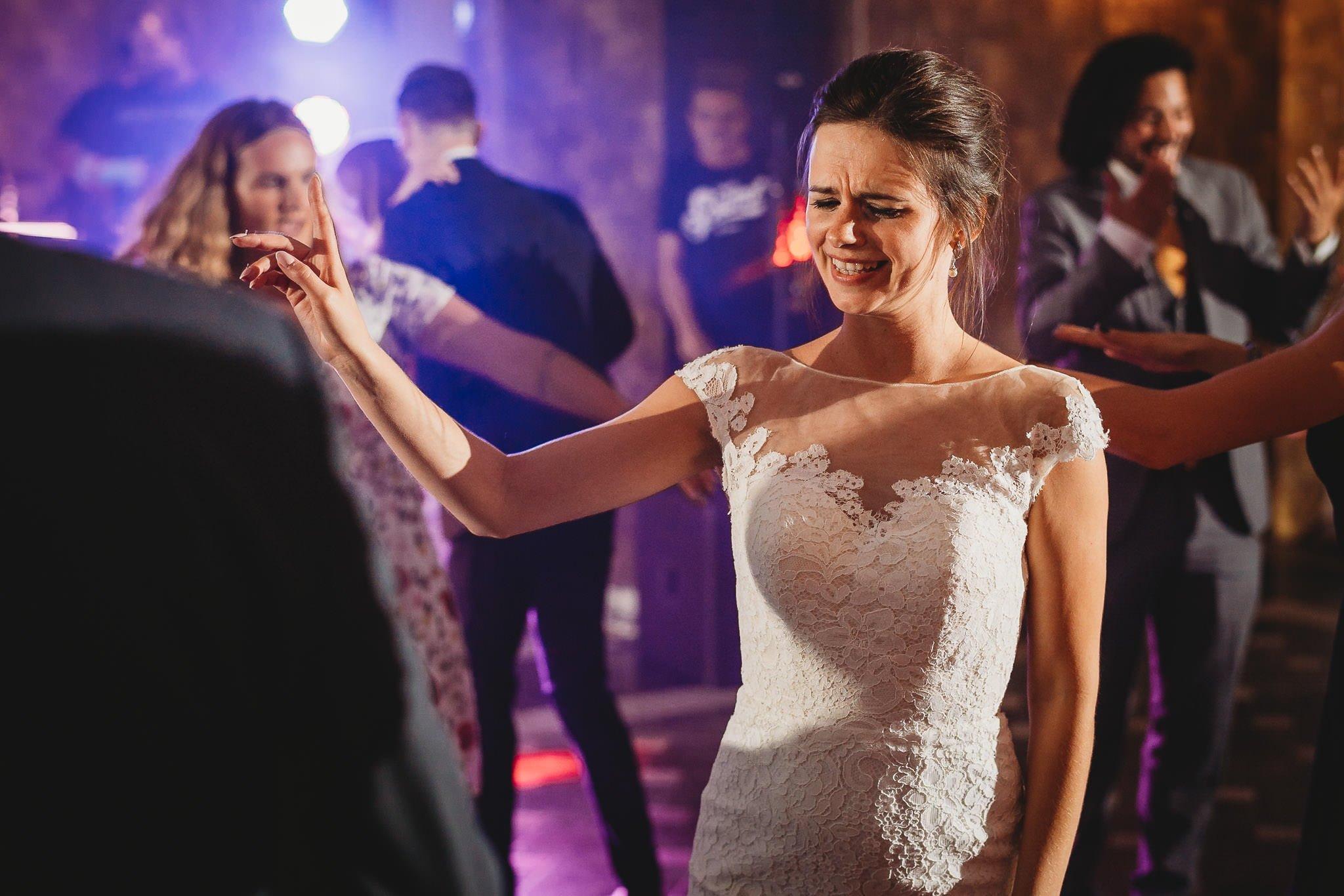 Płacz, łzy, śmiech, szał mieszanka wybuchowych emocji na niezapomnianym ślubie w Jaocinie| fotograf ślubny Konin 440