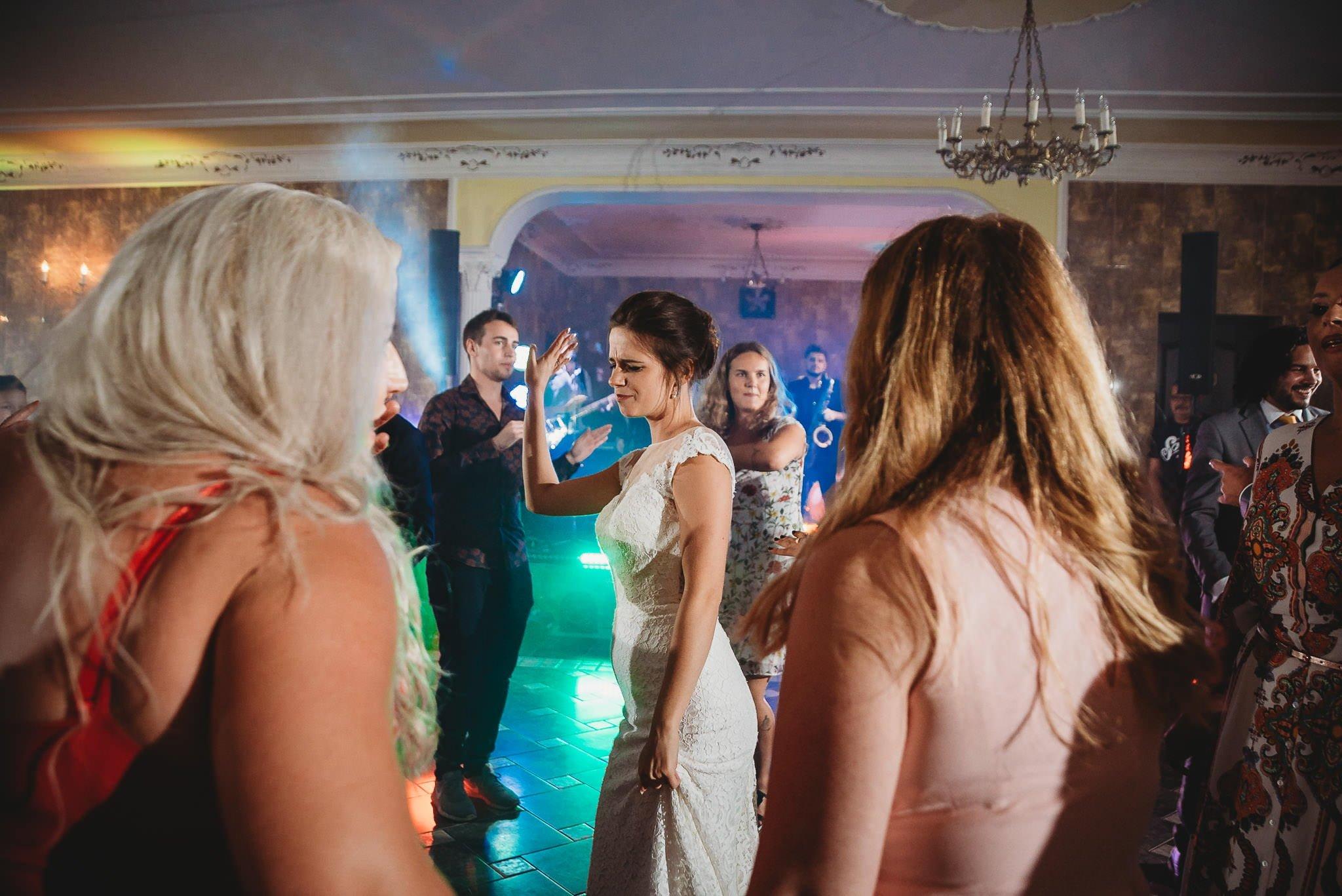Płacz, łzy, śmiech, szał mieszanka wybuchowych emocji na niezapomnianym ślubie w Jaocinie| fotograf ślubny Konin 446