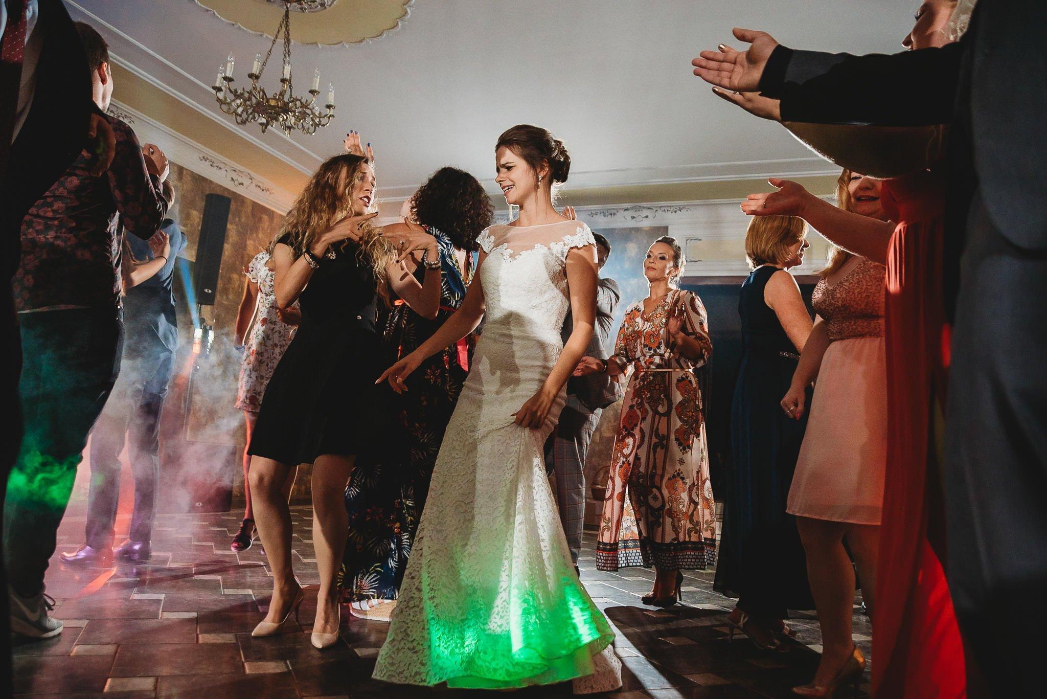Płacz, łzy, śmiech, szał mieszanka wybuchowych emocji na niezapomnianym ślubie w Jaocinie| fotograf ślubny Konin 450