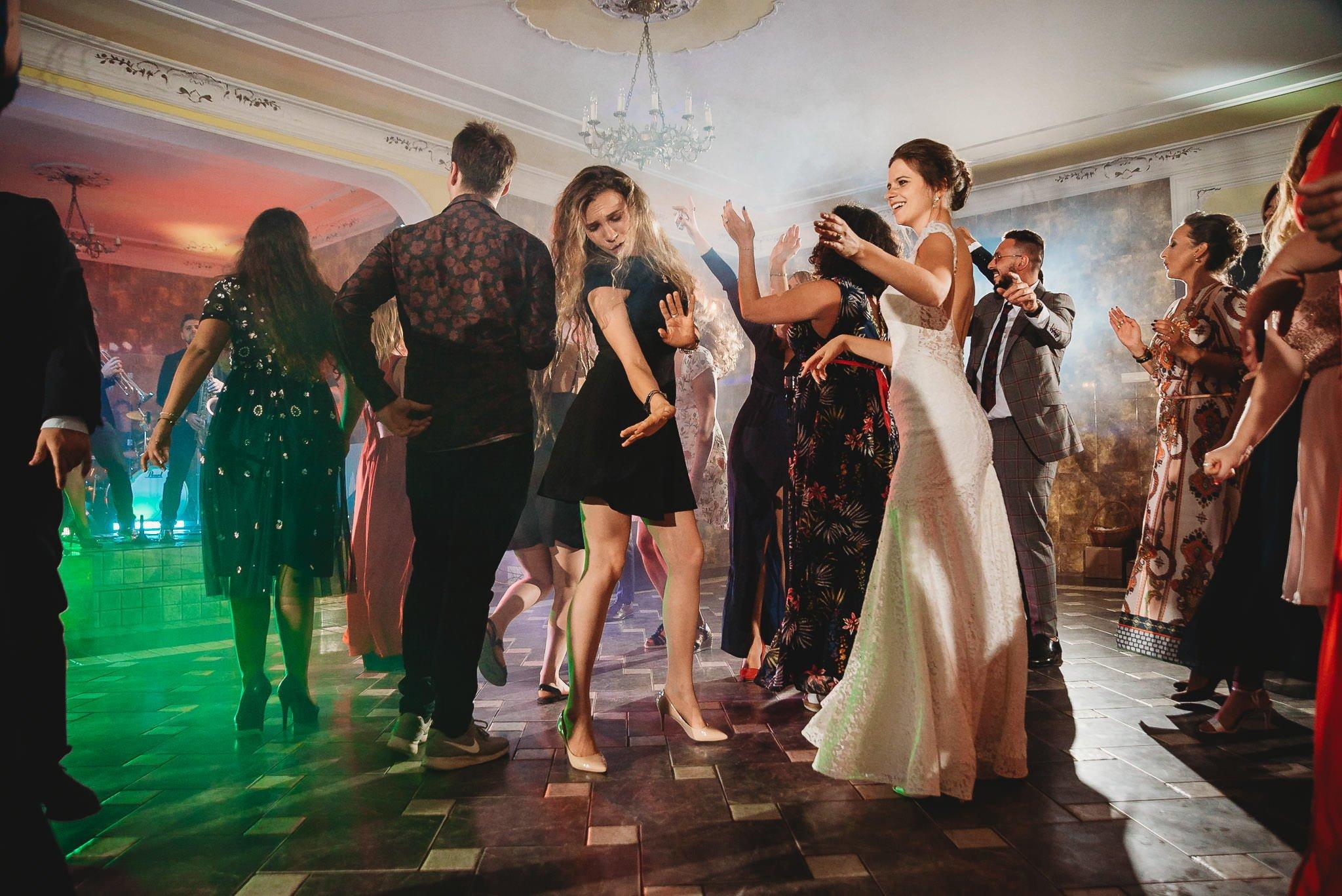 Płacz, łzy, śmiech, szał mieszanka wybuchowych emocji na niezapomnianym ślubie w Jaocinie| fotograf ślubny Konin 452