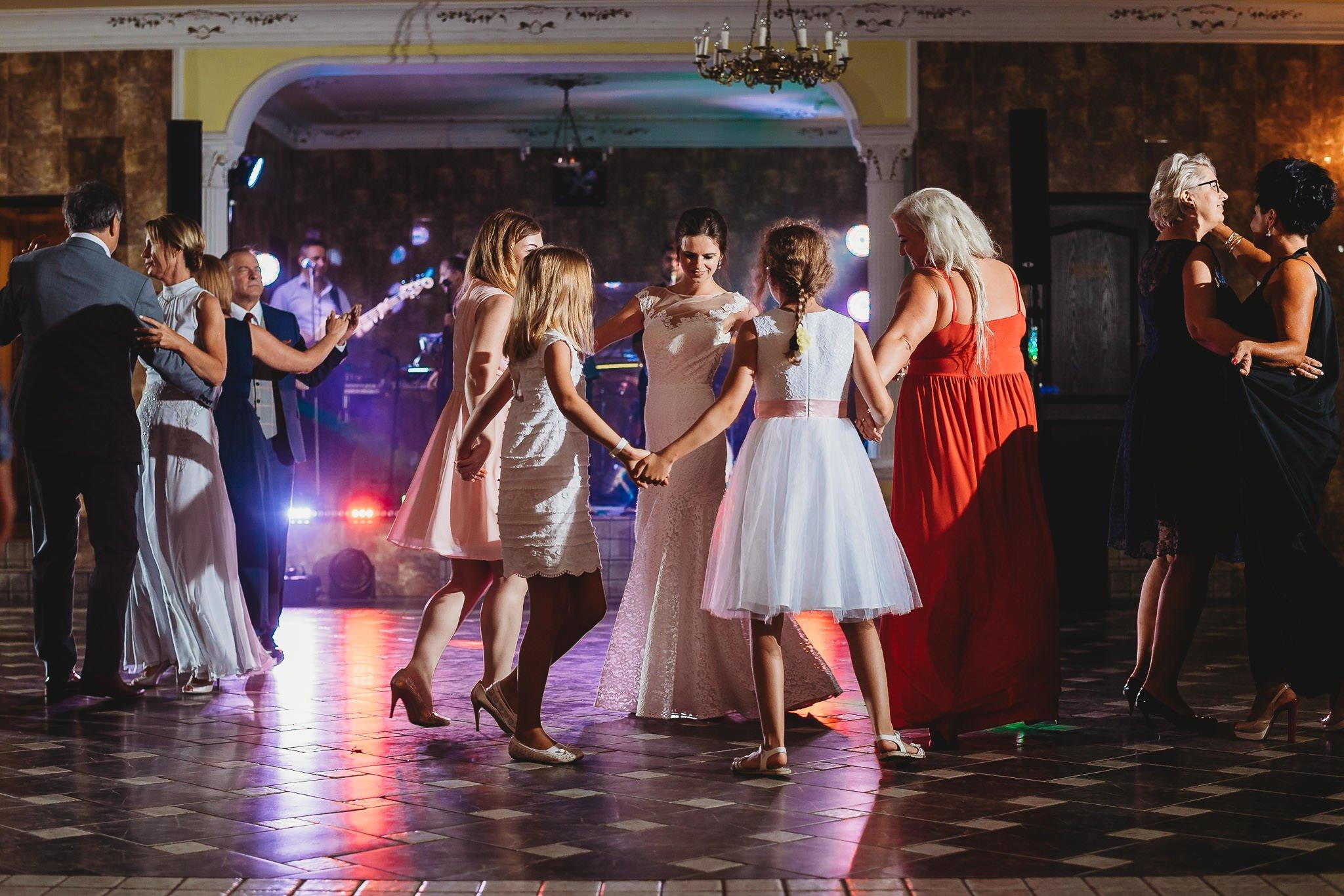Płacz, łzy, śmiech, szał mieszanka wybuchowych emocji na niezapomnianym ślubie w Jaocinie| fotograf ślubny Konin 462